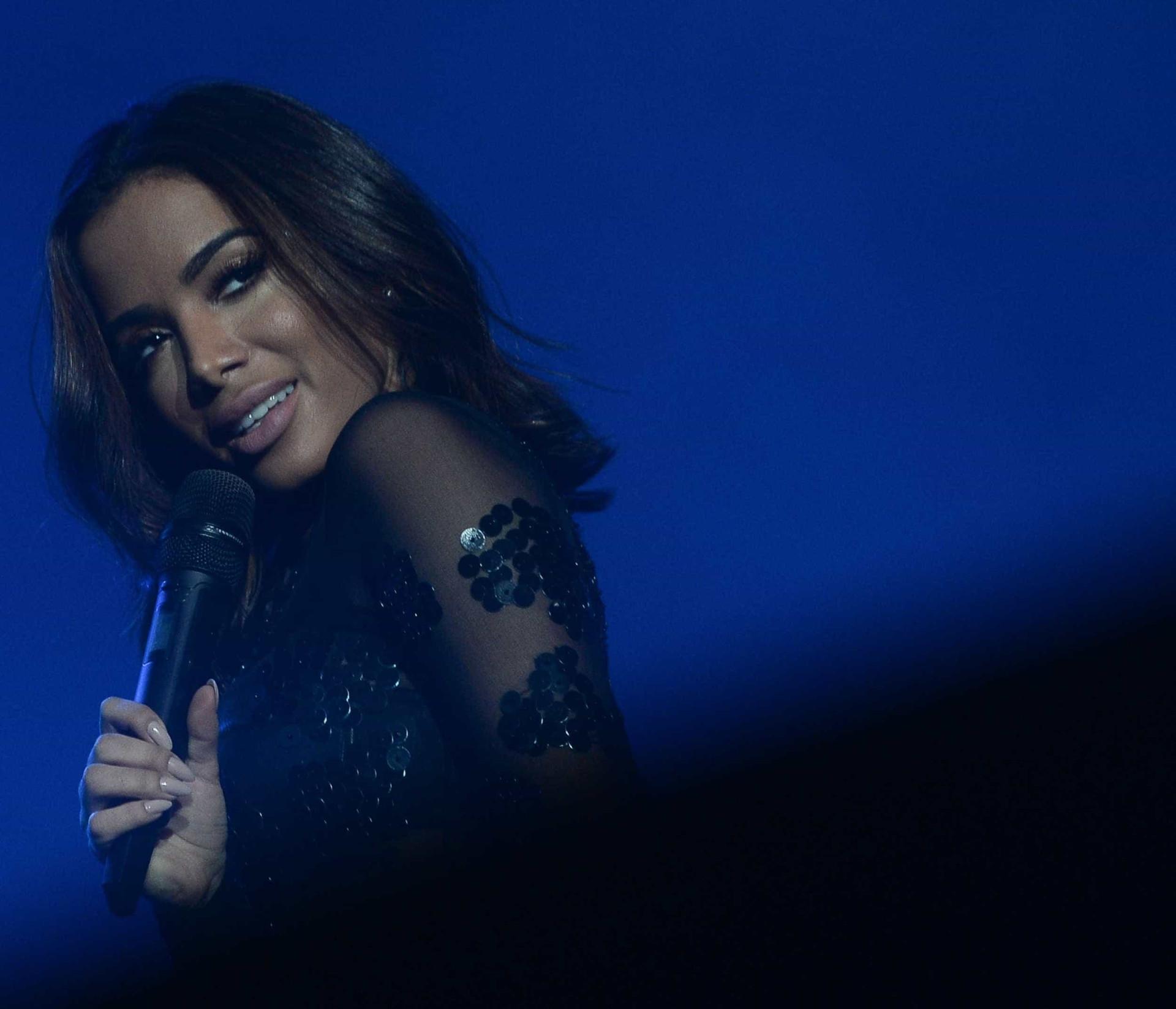 aa4db9d6c5fa2 Demi Lovato e Anitta sensualizam no palco do  Z Festival   confira