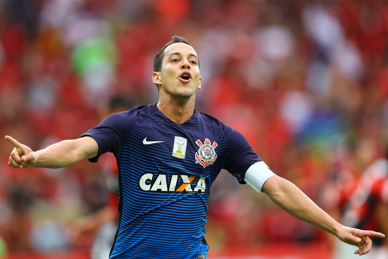 Corinthians derruba invencibilidade do Palmeiras e mantém supremacia