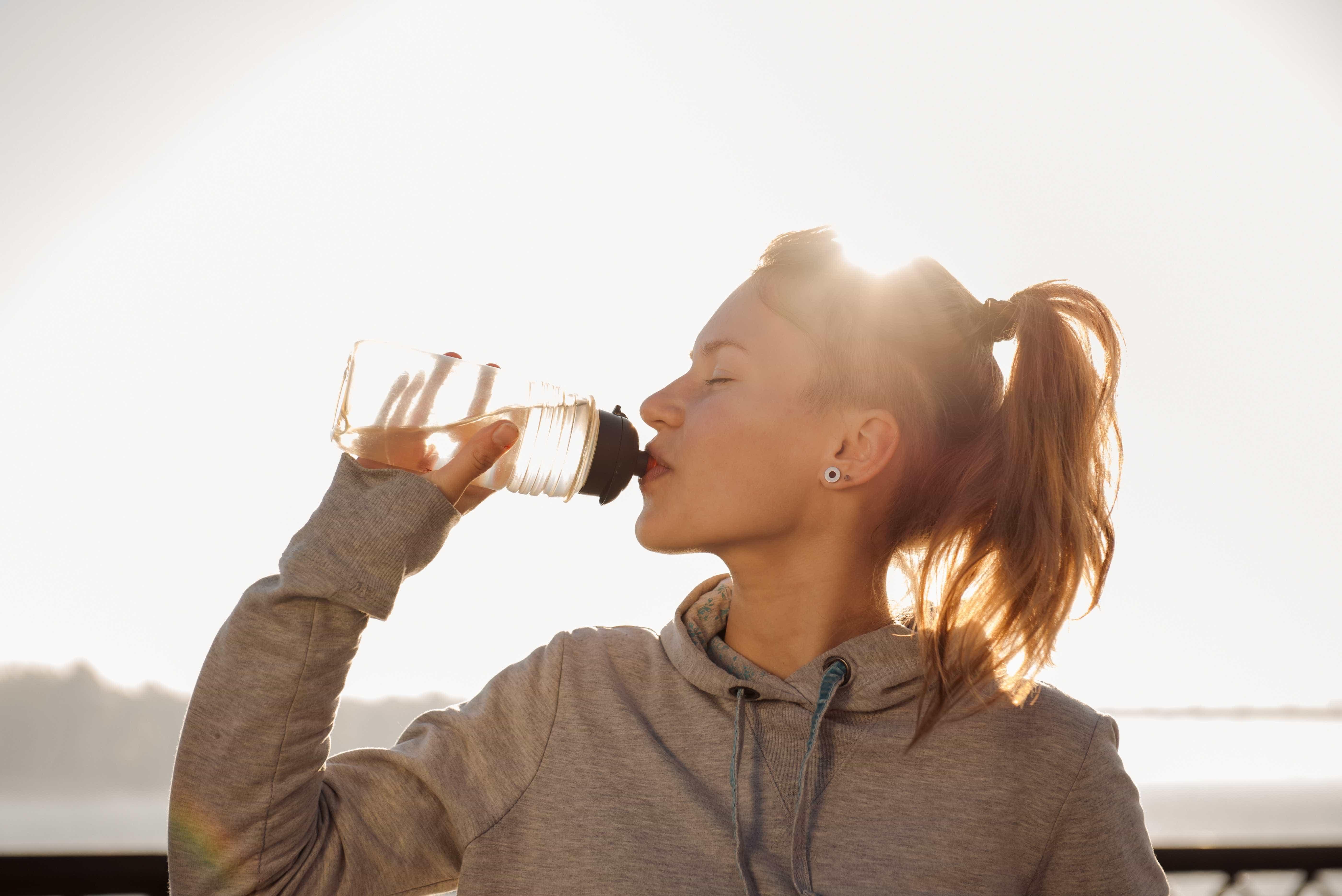Confira dicas de como tomar mais água ao longo do dia