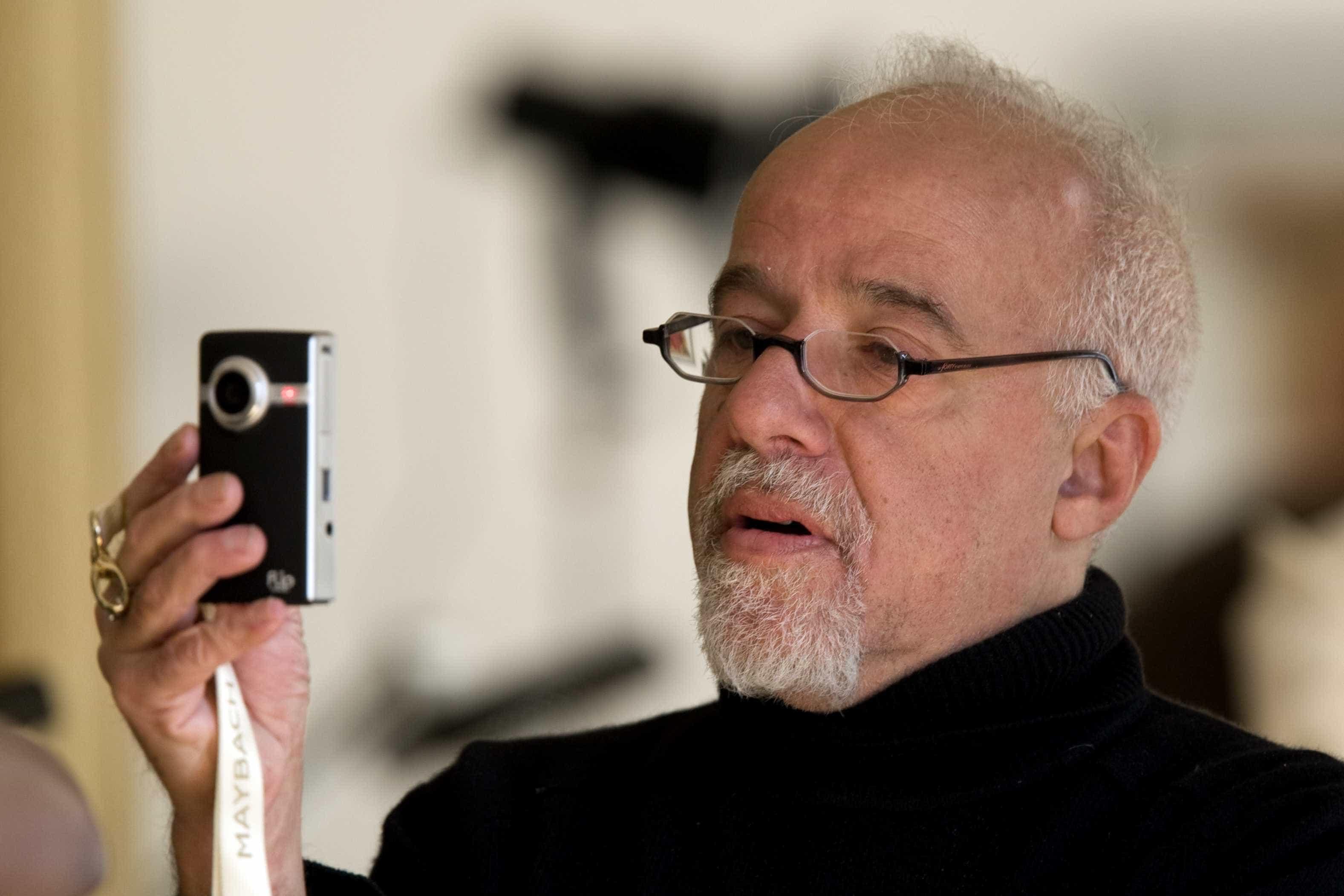 Obras de Paulo Coelho irão virar série de televisão, diz site