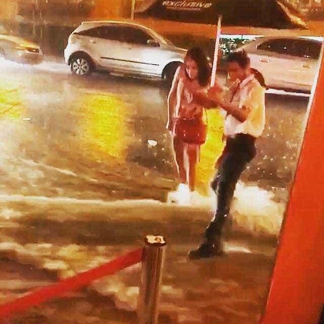 Jovem que caiu na chuva em frente a bistrô ganha refeições gratuitas