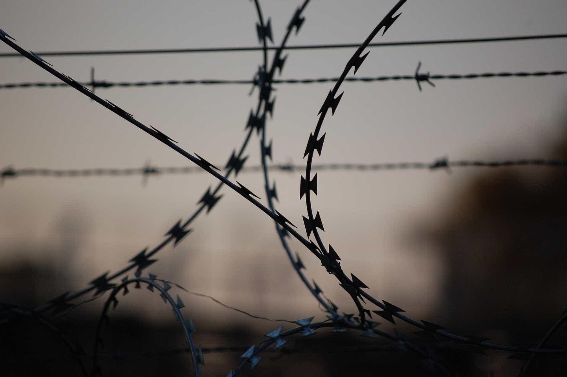 Homens são presos ao tentar jogar granadas para dentro de presídio