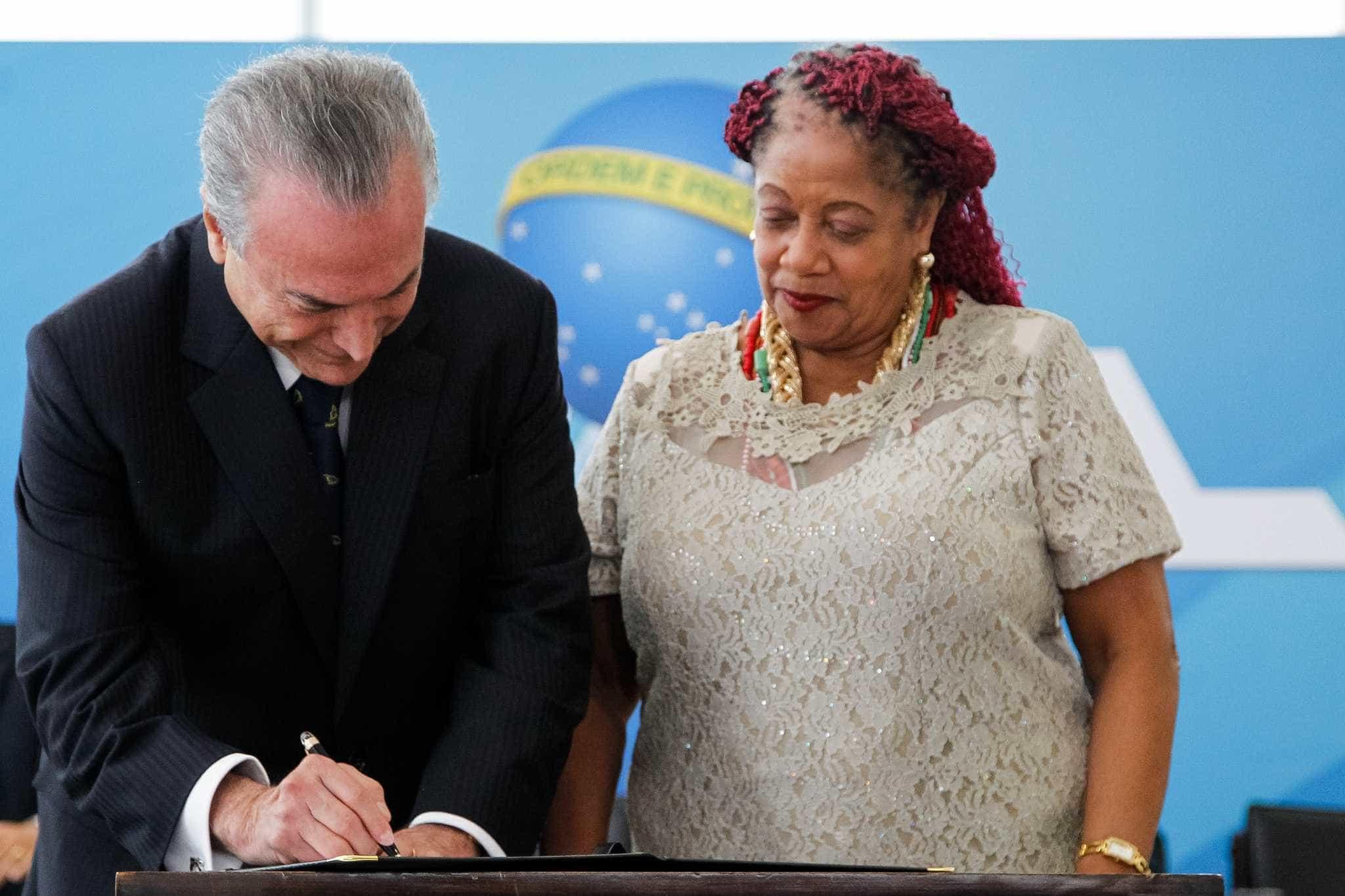 Ministra dos Direitos Humanos entrega carta de demissão