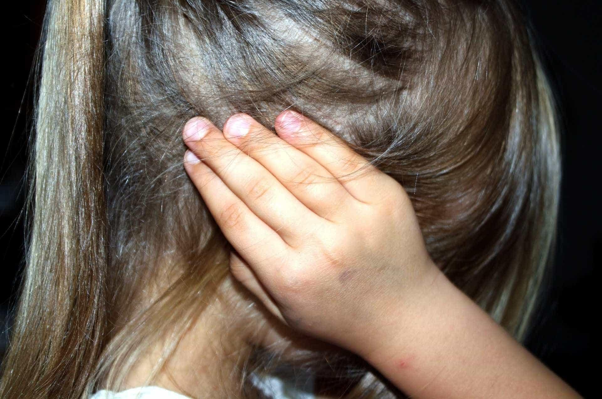 Dono de bar oferece doces para atrair e estuprar menina de 6 anos