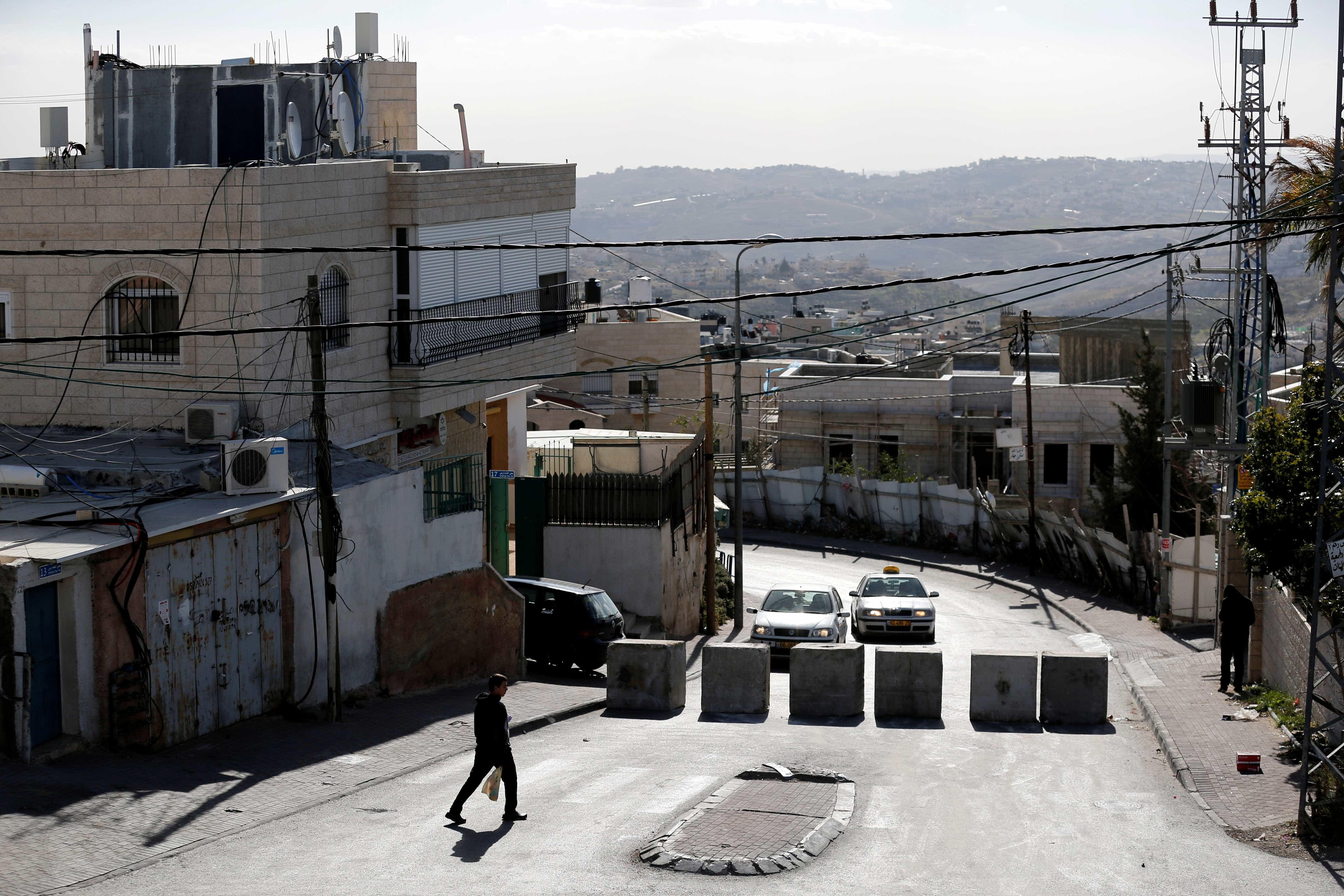 Palestino é morto após atacar com faca  soldados israelenses