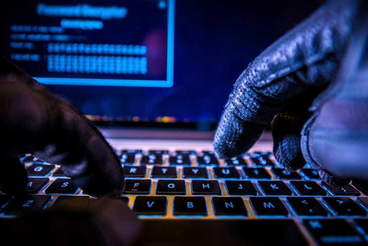 Hacker é preso por infectar dois mil computadores em 50 países
