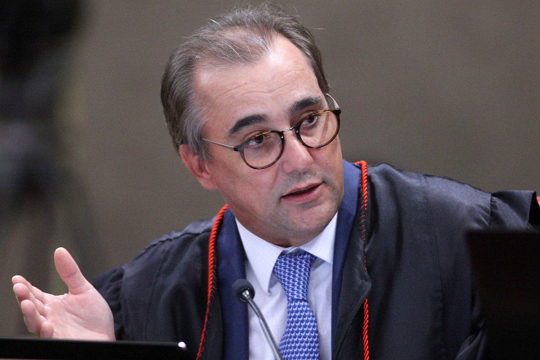 Ministro do TSE rejeita ação contra eventual candidatura de Lula