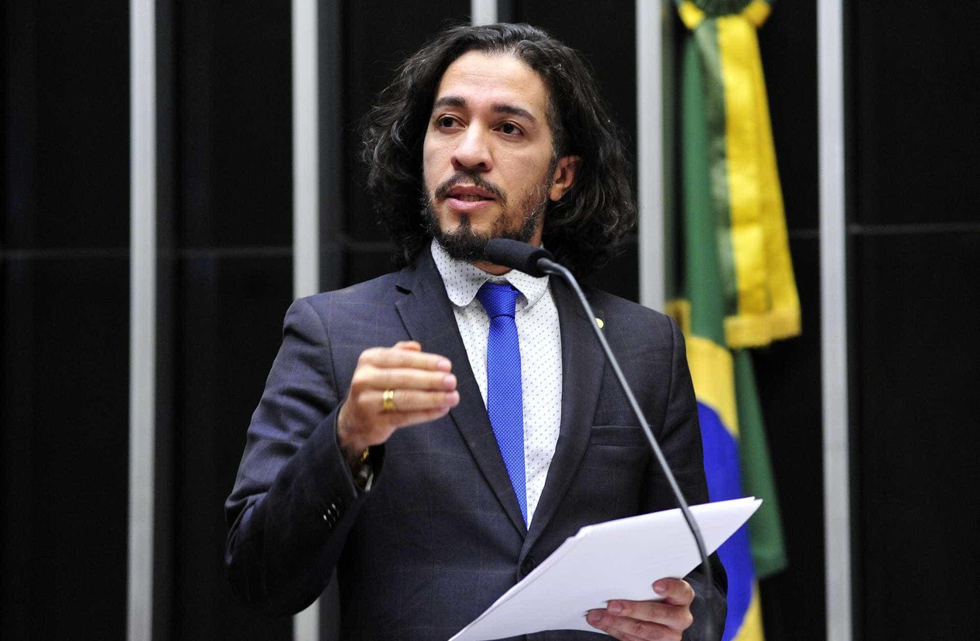 Jean Wyllys consegue reeleição para deputado federal no RJ