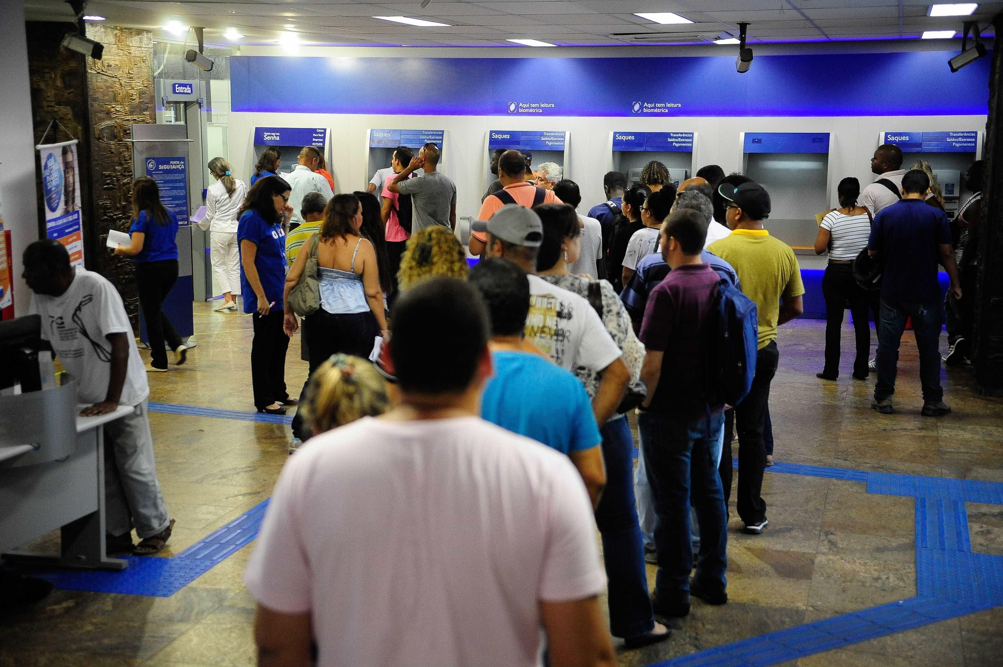 PIS/Pasep: quem tem conta em banco privado terá crédito automático
