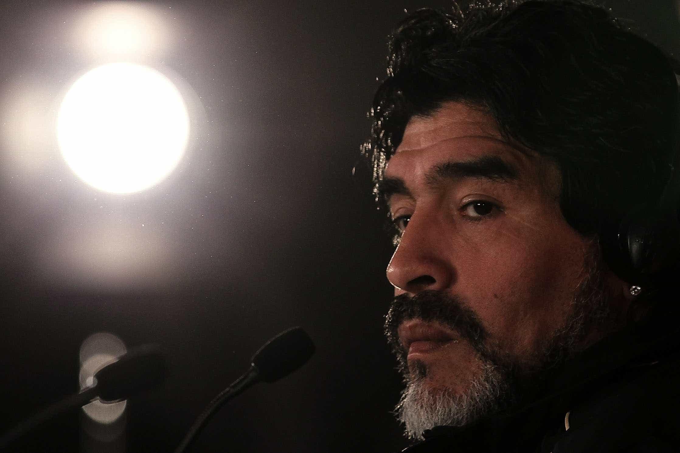 Filha de Maradona: 'Meu pai estava se drogando e a minha irmã entrou'