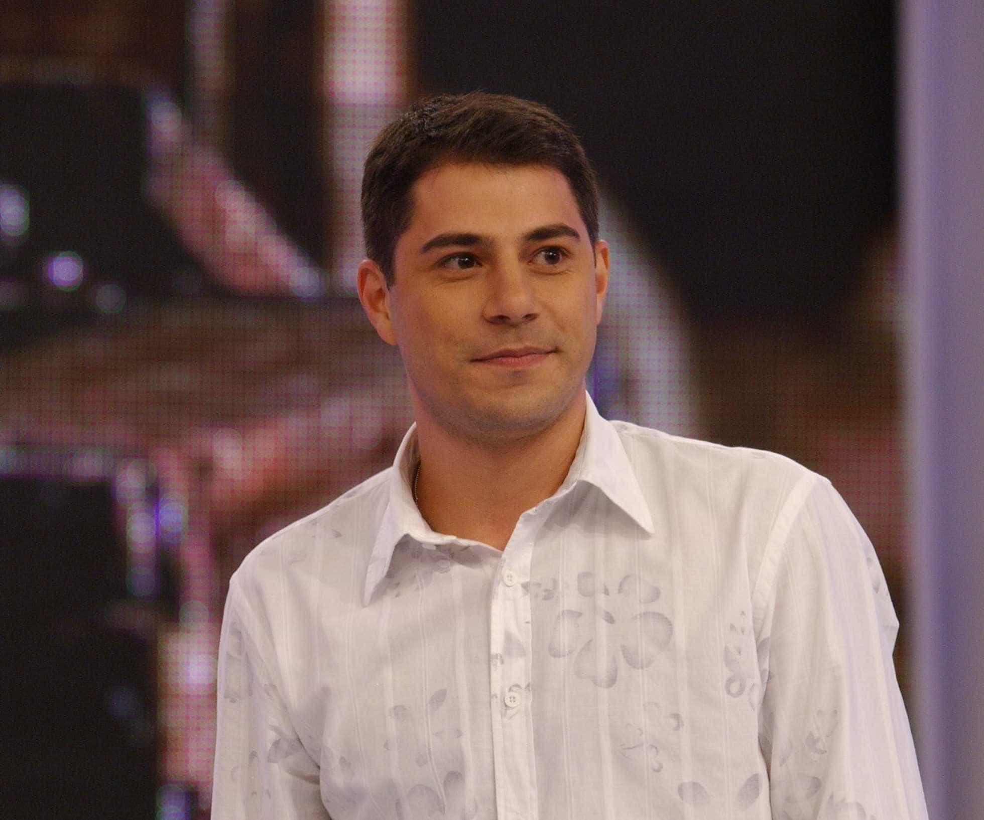 Evaristo Costa diz que prefere lavar louças a voltar para a Globo