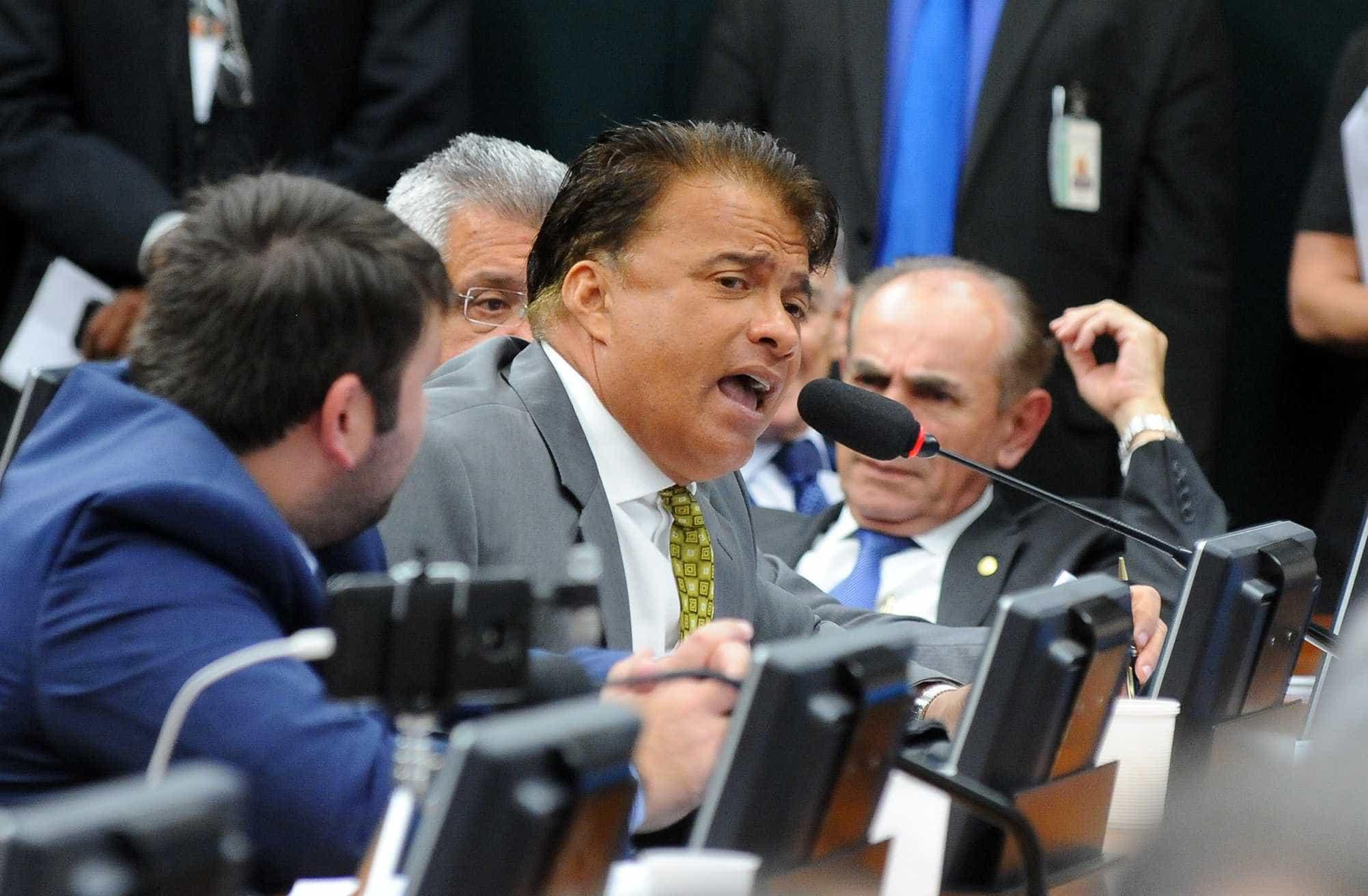 'Deputado da tatuagem' tem candidatura indeferida pela Ficha Limpa