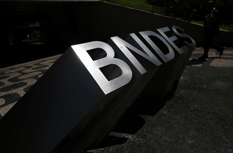 Bolsonaro diz que vai tirar sigilo de BNDES na 1ª semana de governo