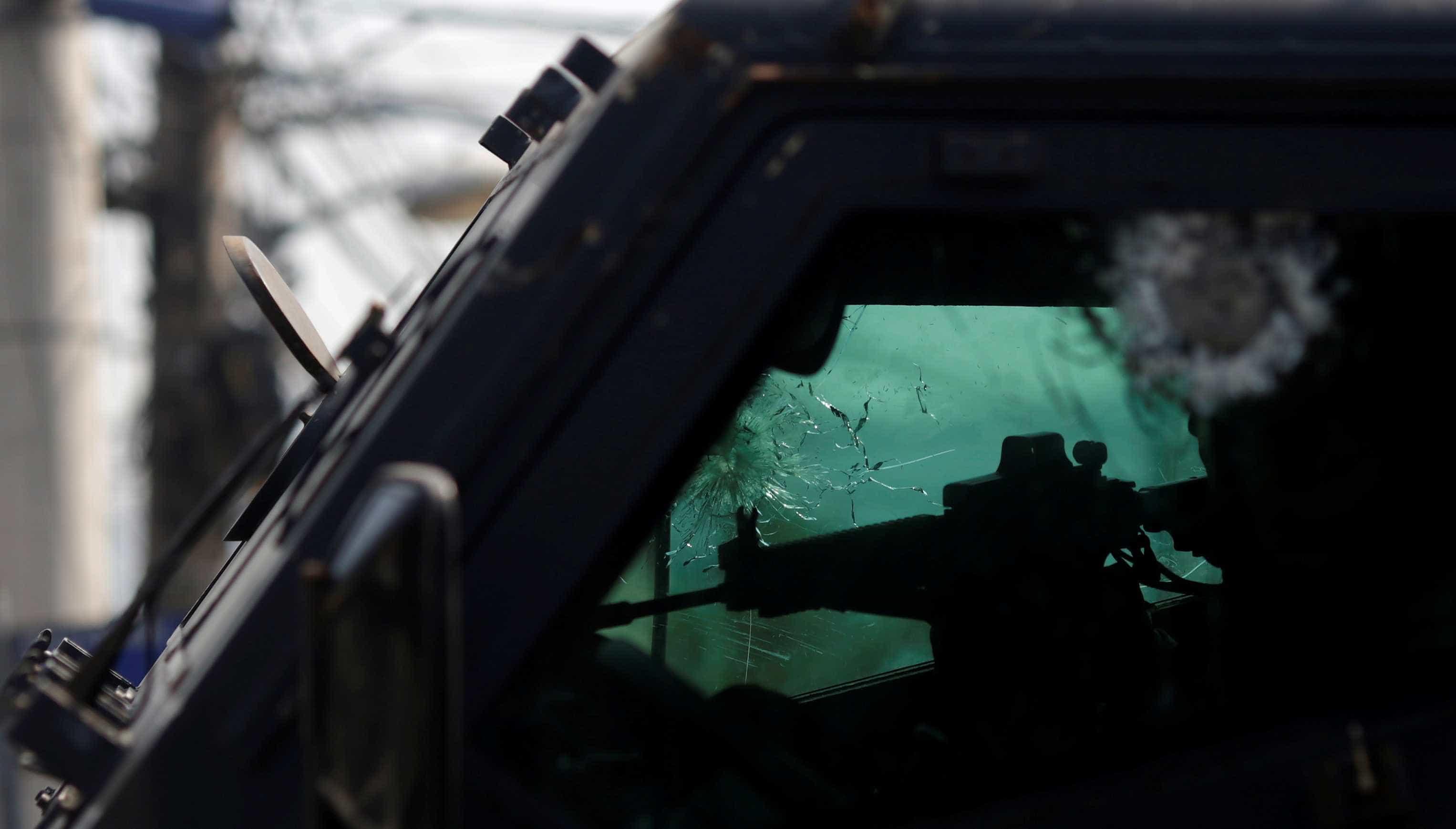 PM é baleado dentro de 'caveirão' no Salgueiro, RJ