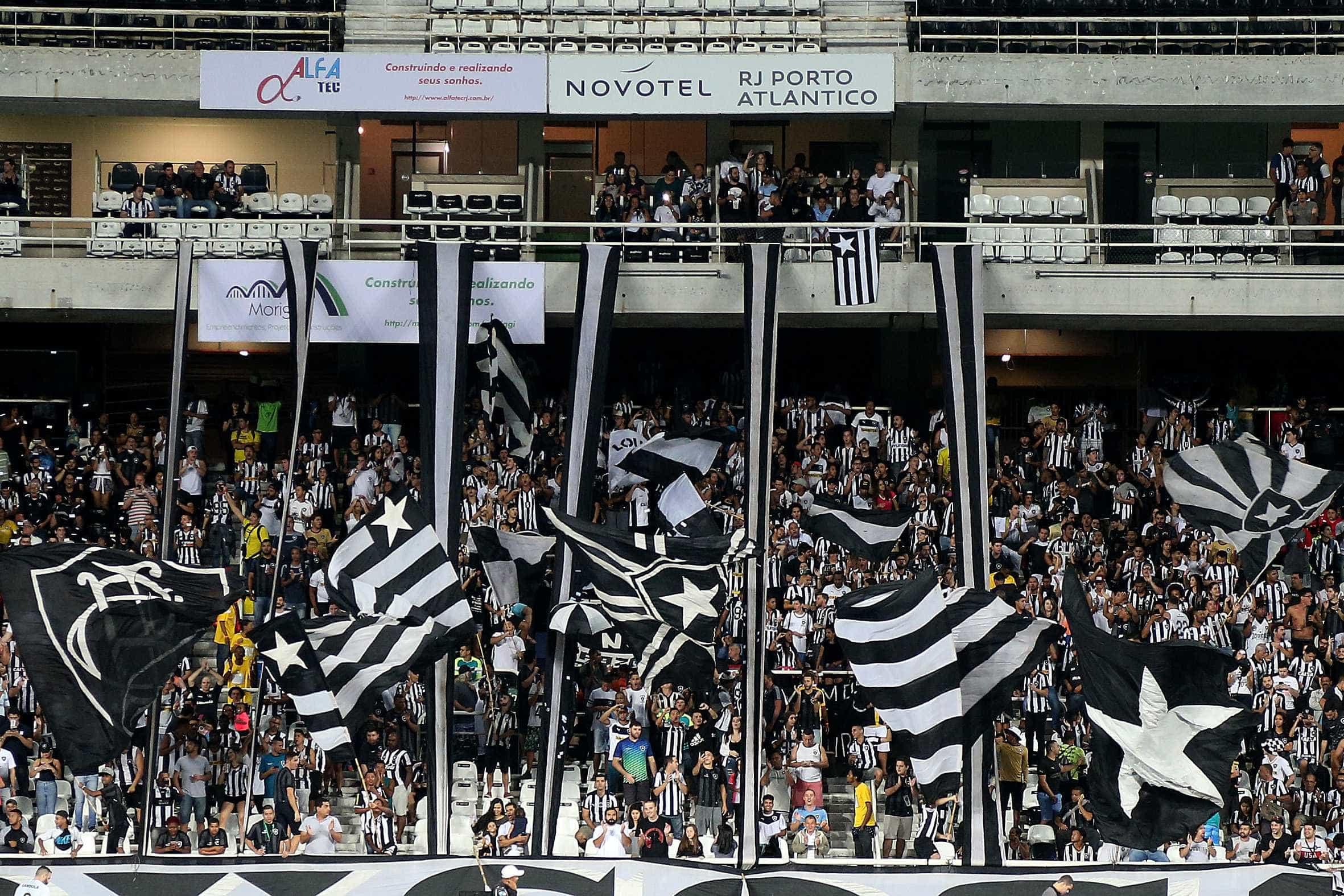 De olho na Libertadores, Botafogo recebe o Inter, que briga pelo título