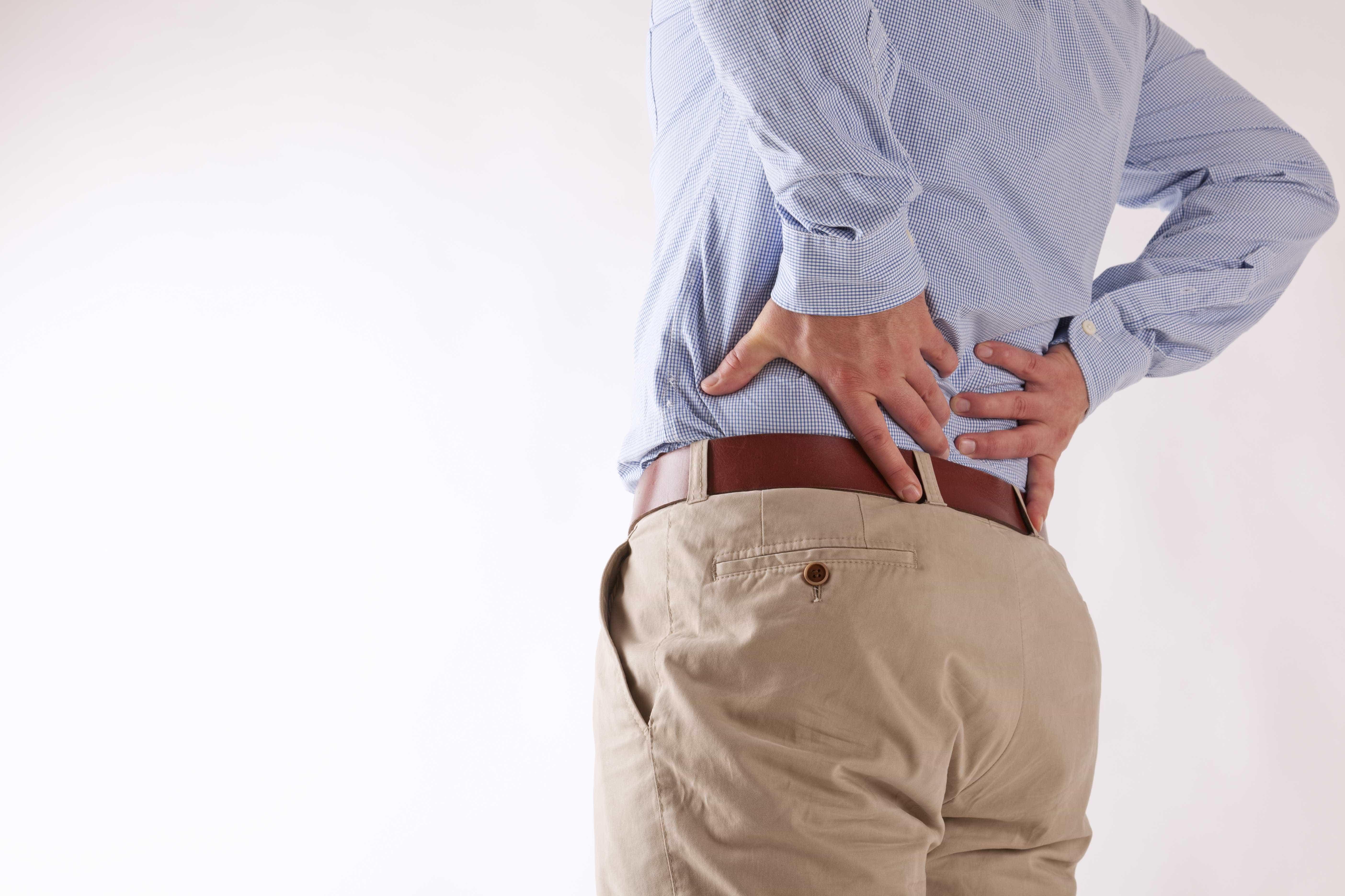 Dor nas costas é 5ª maior causa de afastamento do trabalho, diz estudo