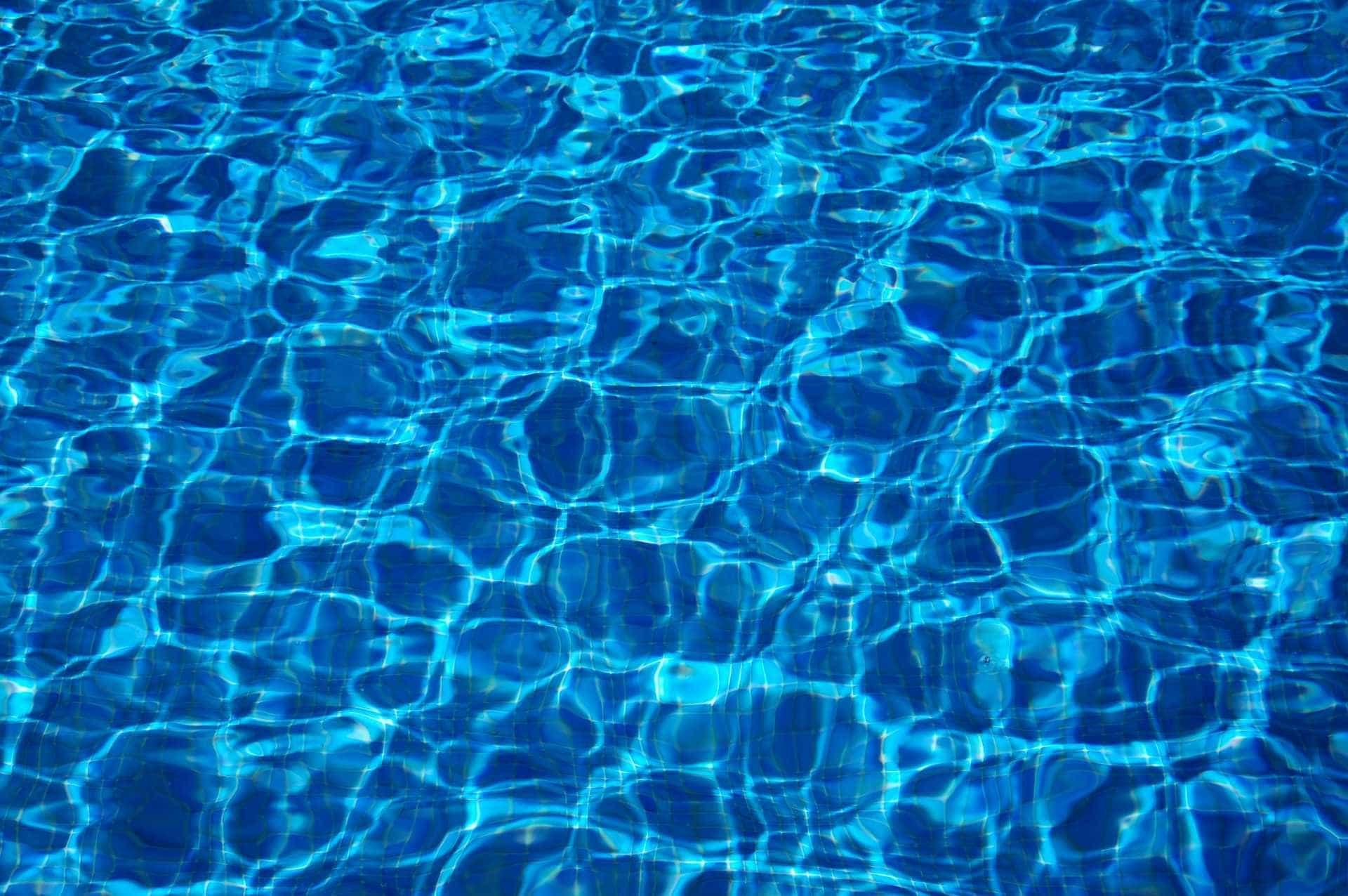 Bebê de um ano morre após se afogar em piscina