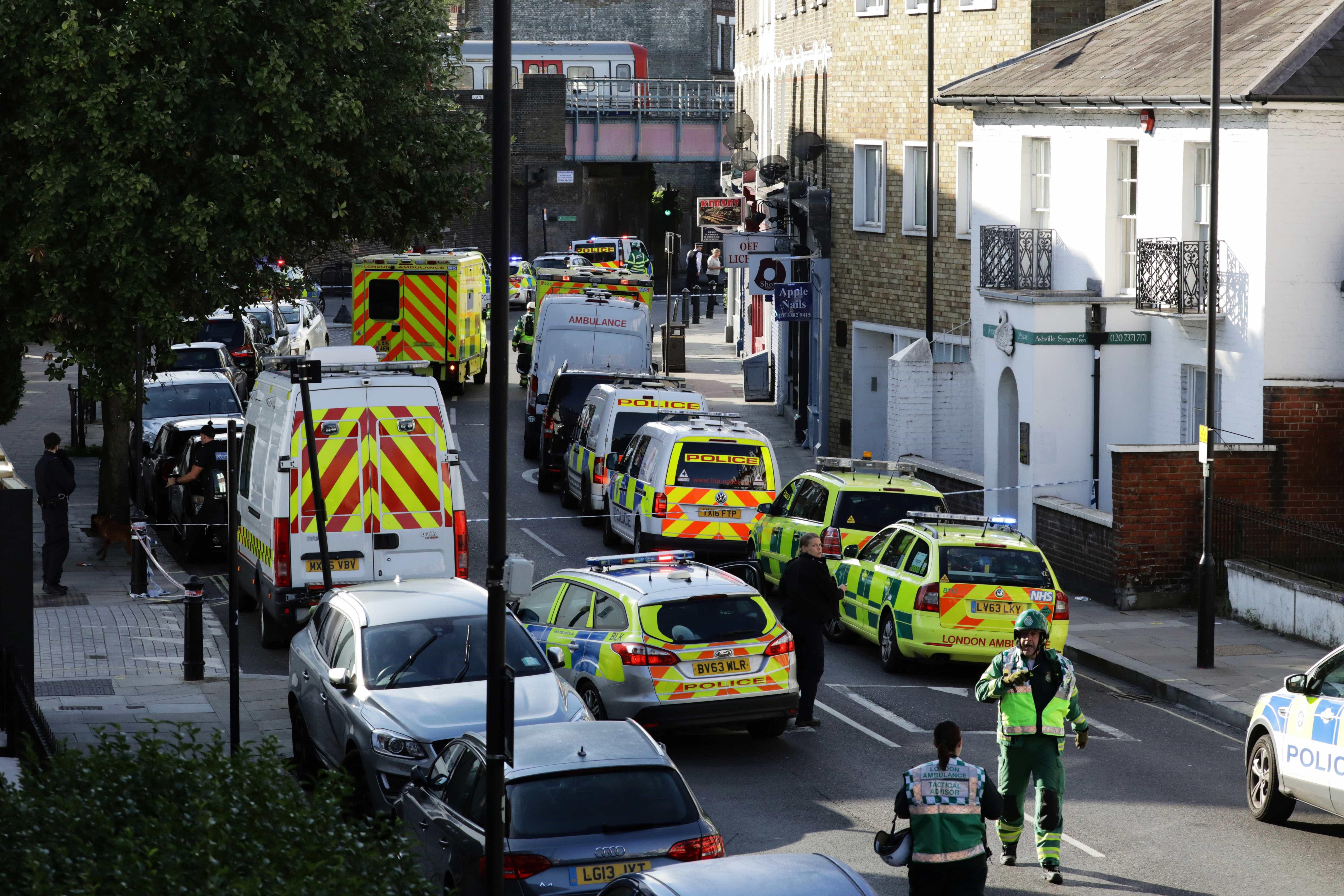 Ataque com faca deixa pelo menos duas pessoas feridas em Londres