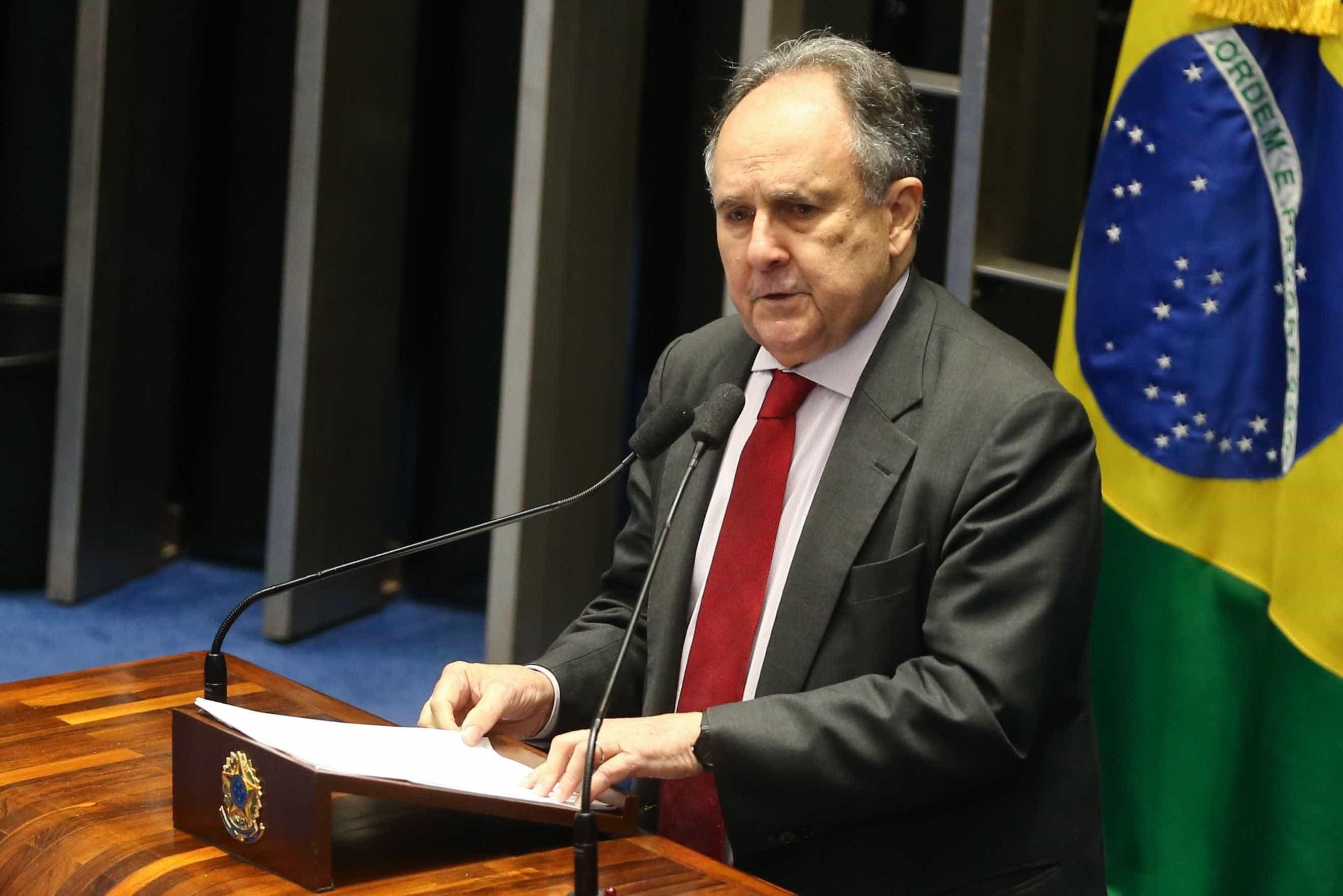 Cristovam Buarque está internado em hospital de Brasília
