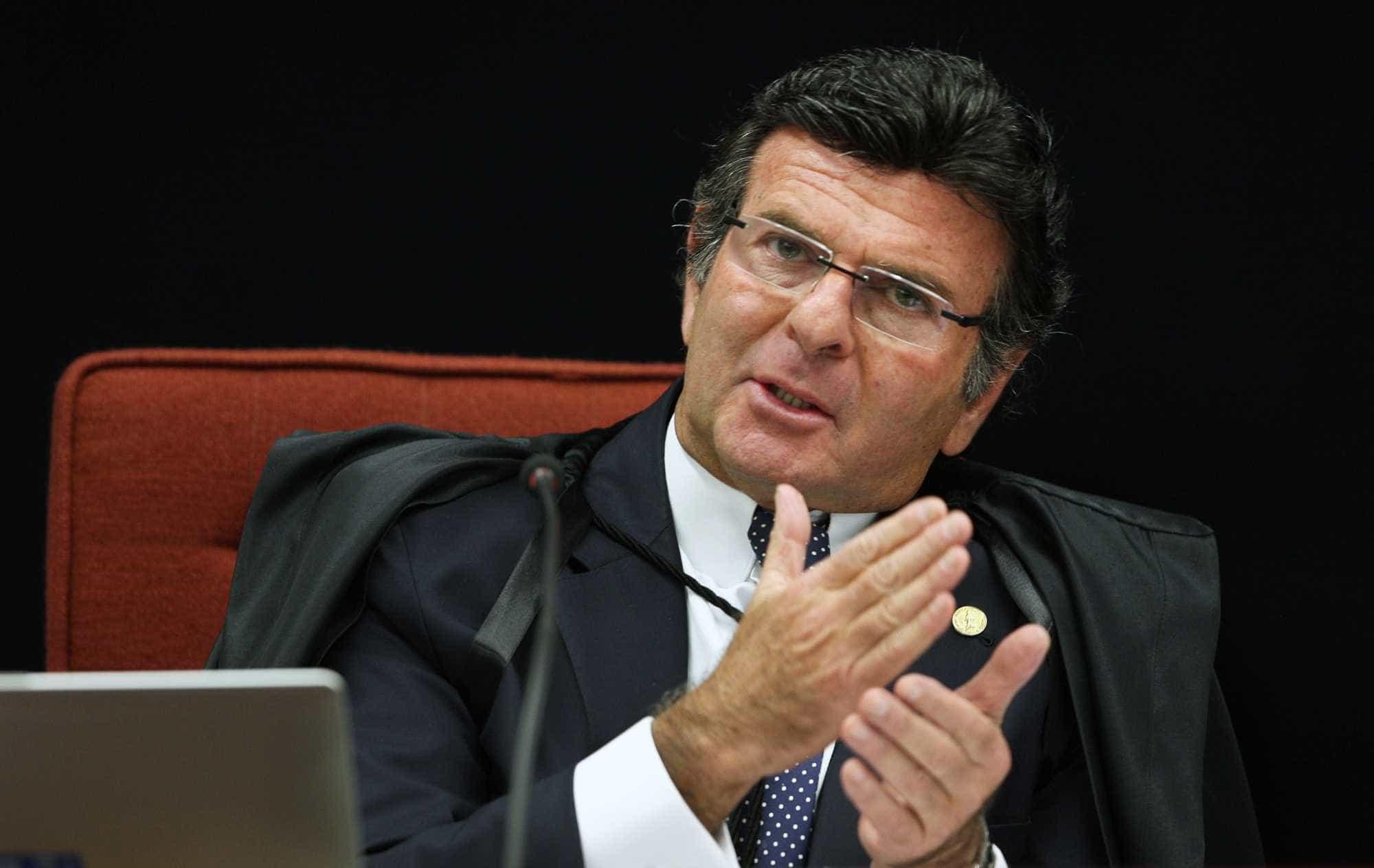 Advogados do PT podem pedir suspeição de Fux no caso Lula, diz jornal