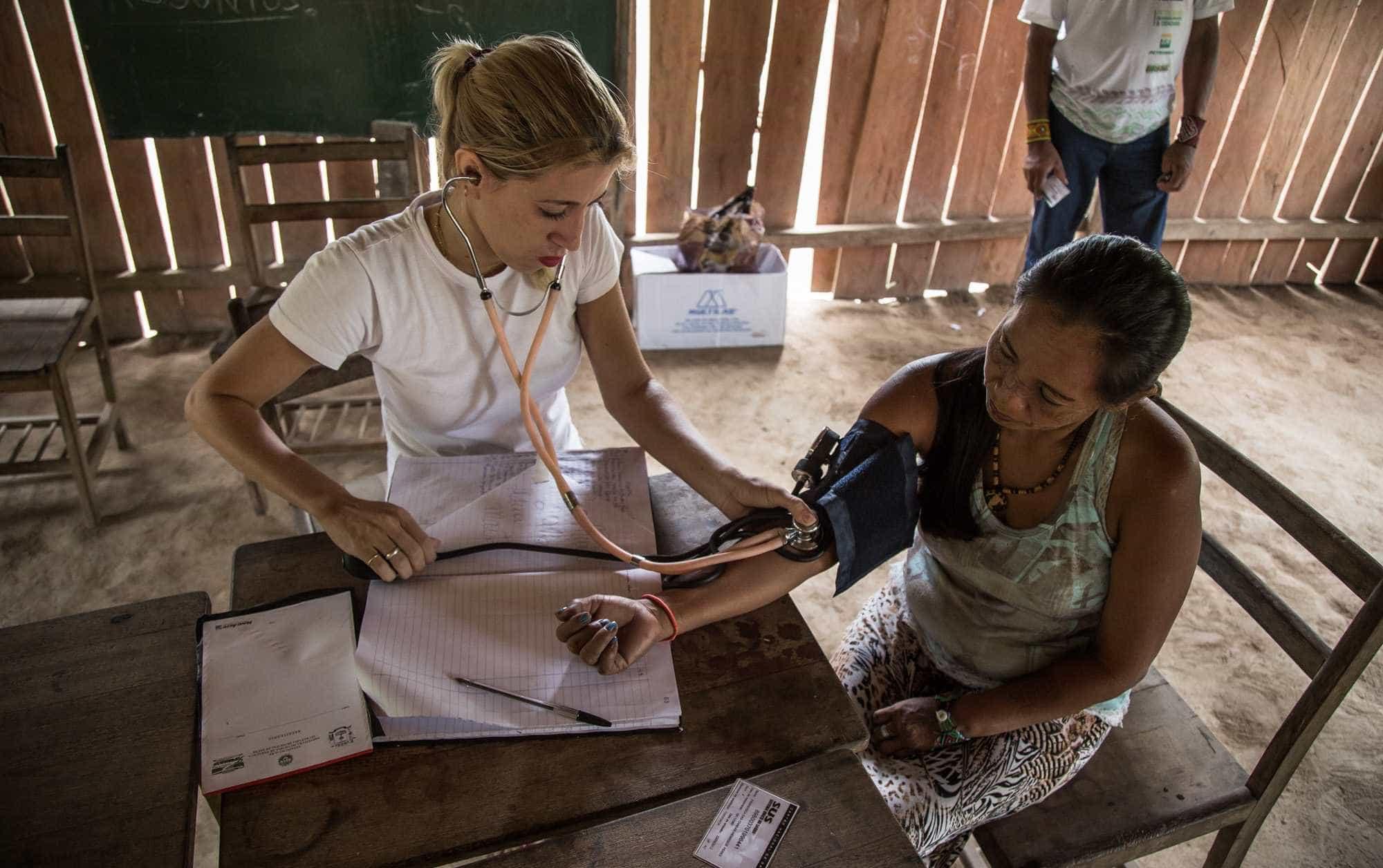 Saída de cubanos expõe abismo na Saúde em diferentes áreas do país