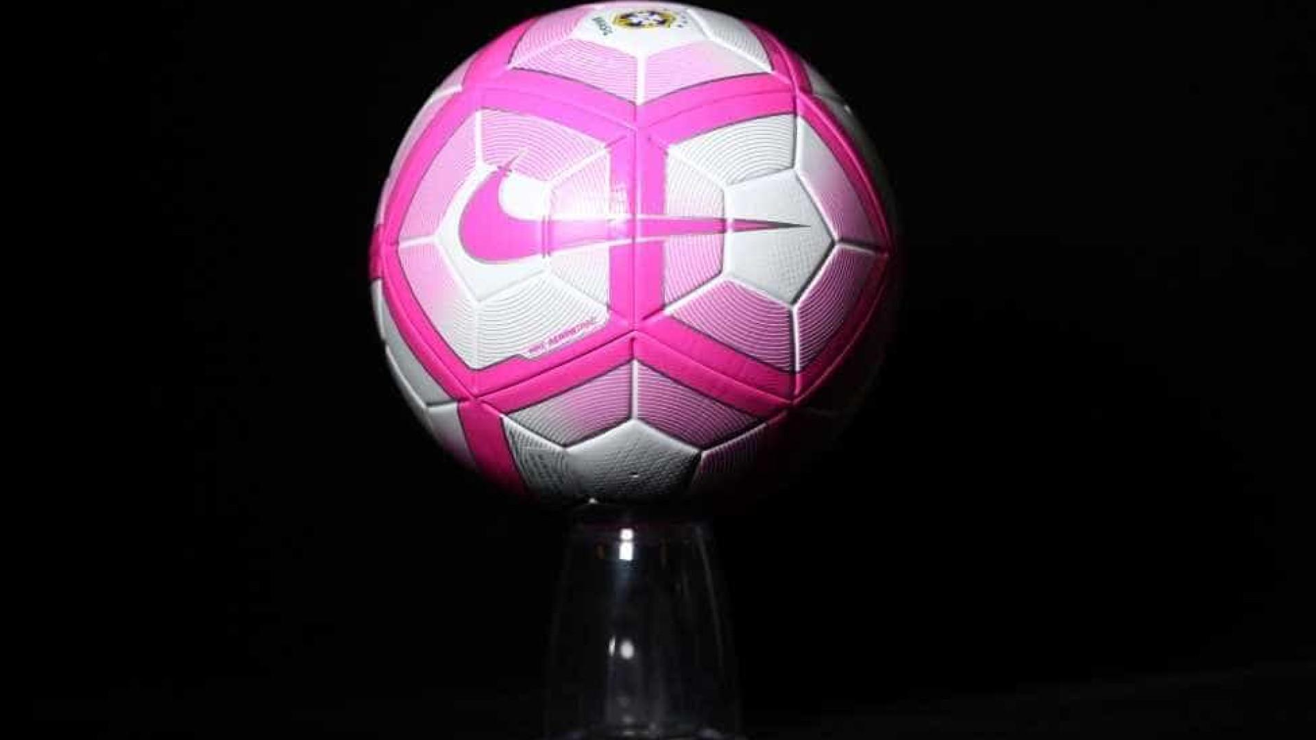 Bola do Outubro Rosa será usada no Brasileirão af85d2c861695