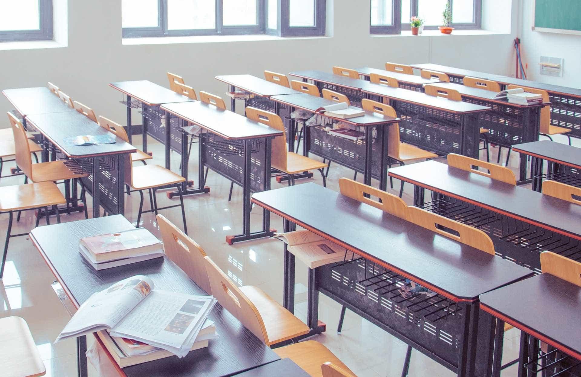 Alunos fazem ataque racista contra professora em SP: 'Galinha preta'