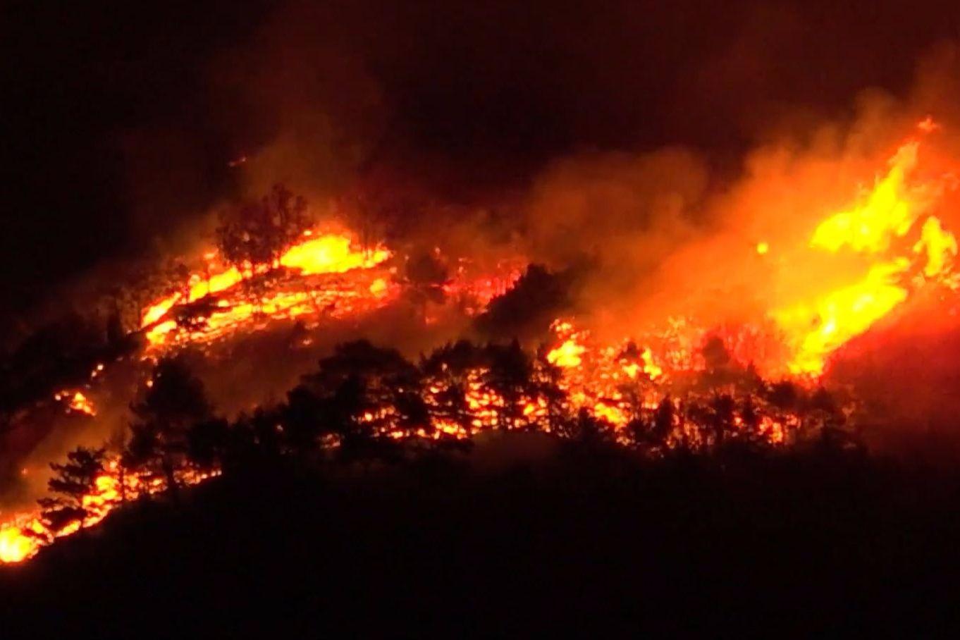 Incêndio obriga a retirar 700 pessoas de cidade da Nova Zelândia