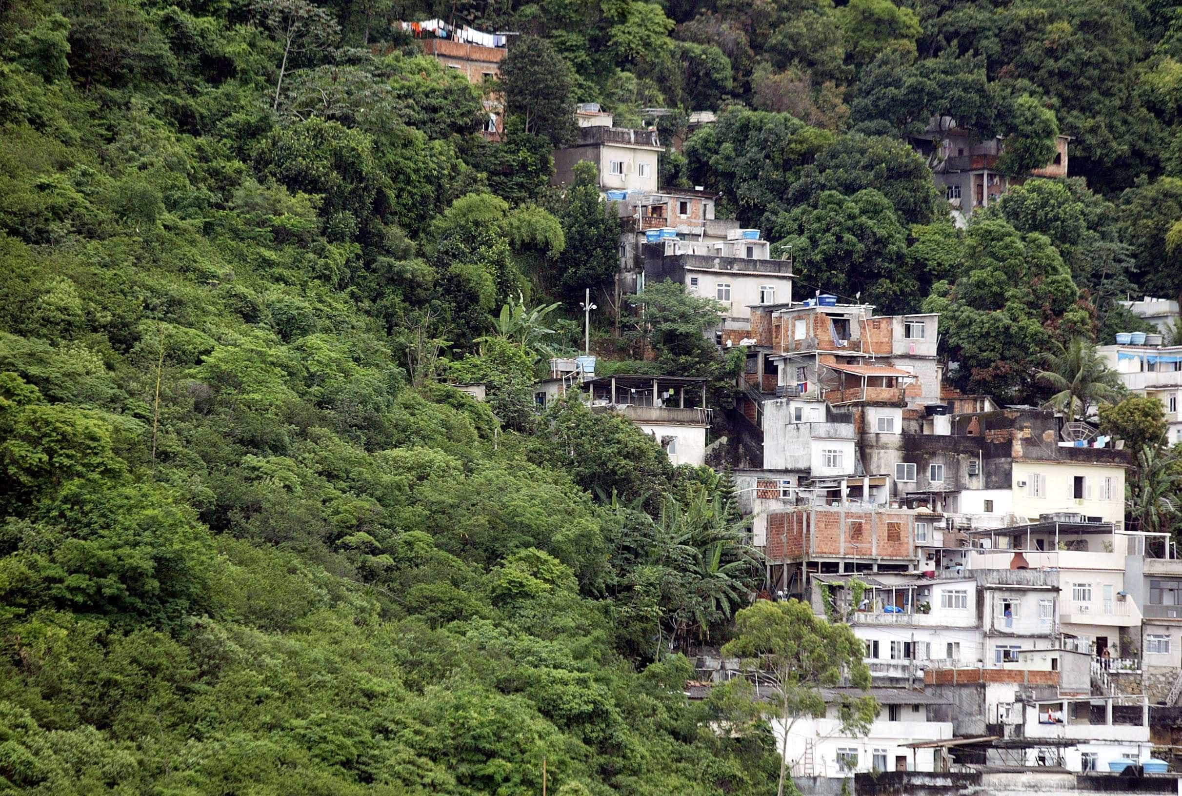 Intensa troca de tiros assusta moradores de Copacabana