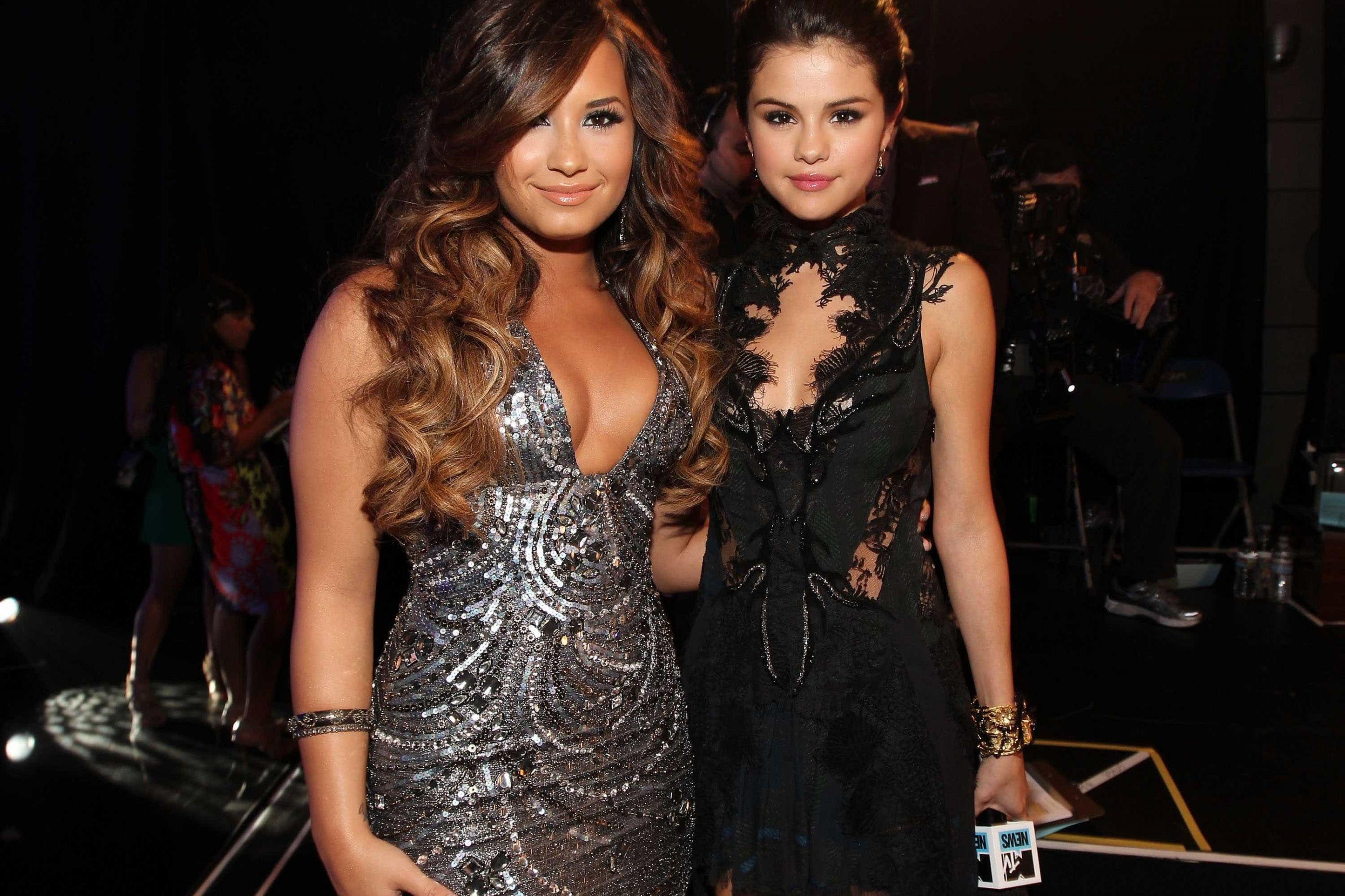 Fim da amizade? Demi Lovato deixa de seguir Selena Gomez