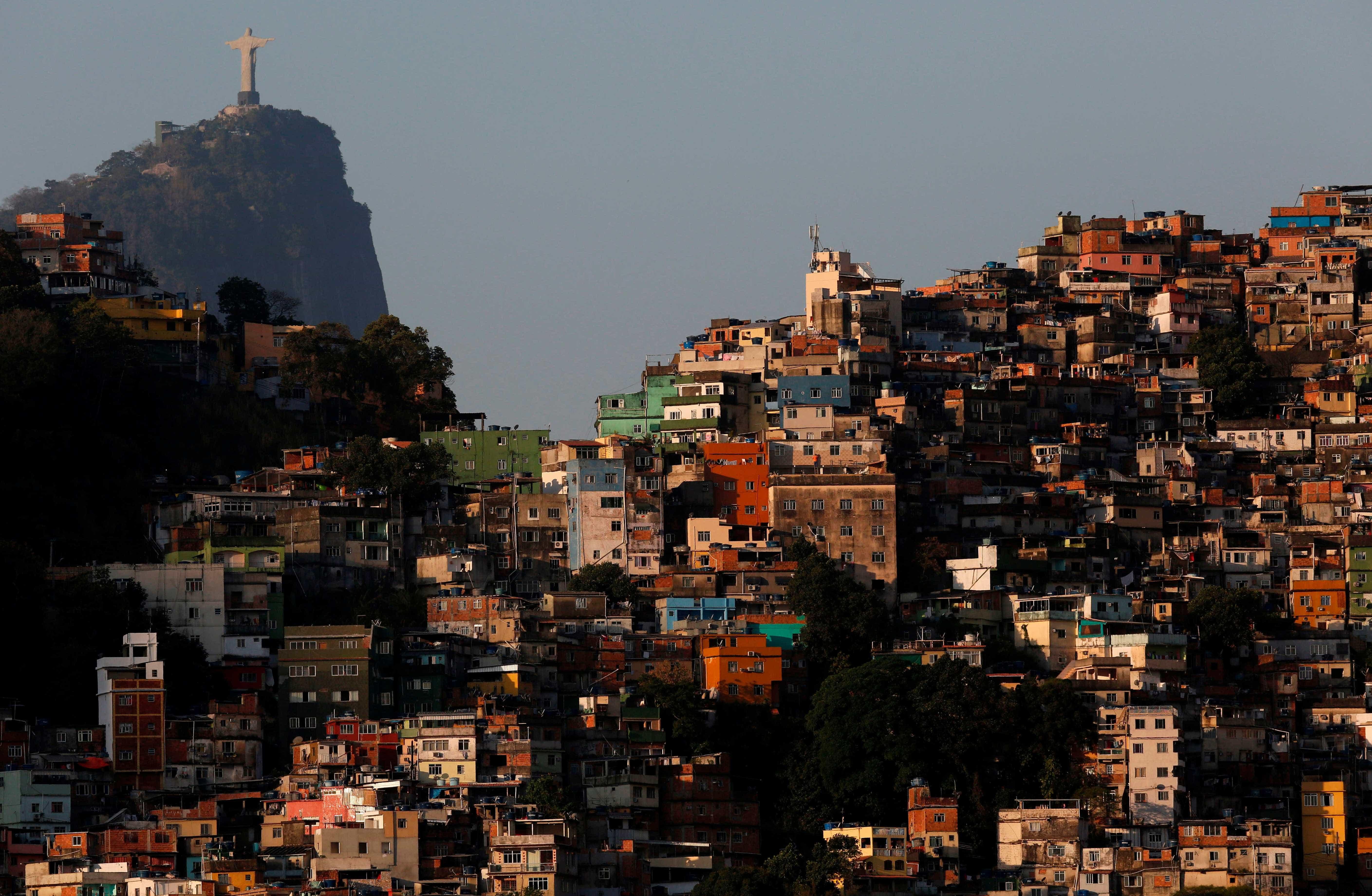 Manhã de domingo é marcada por intenso tiroteio na Rocinha; vídeo