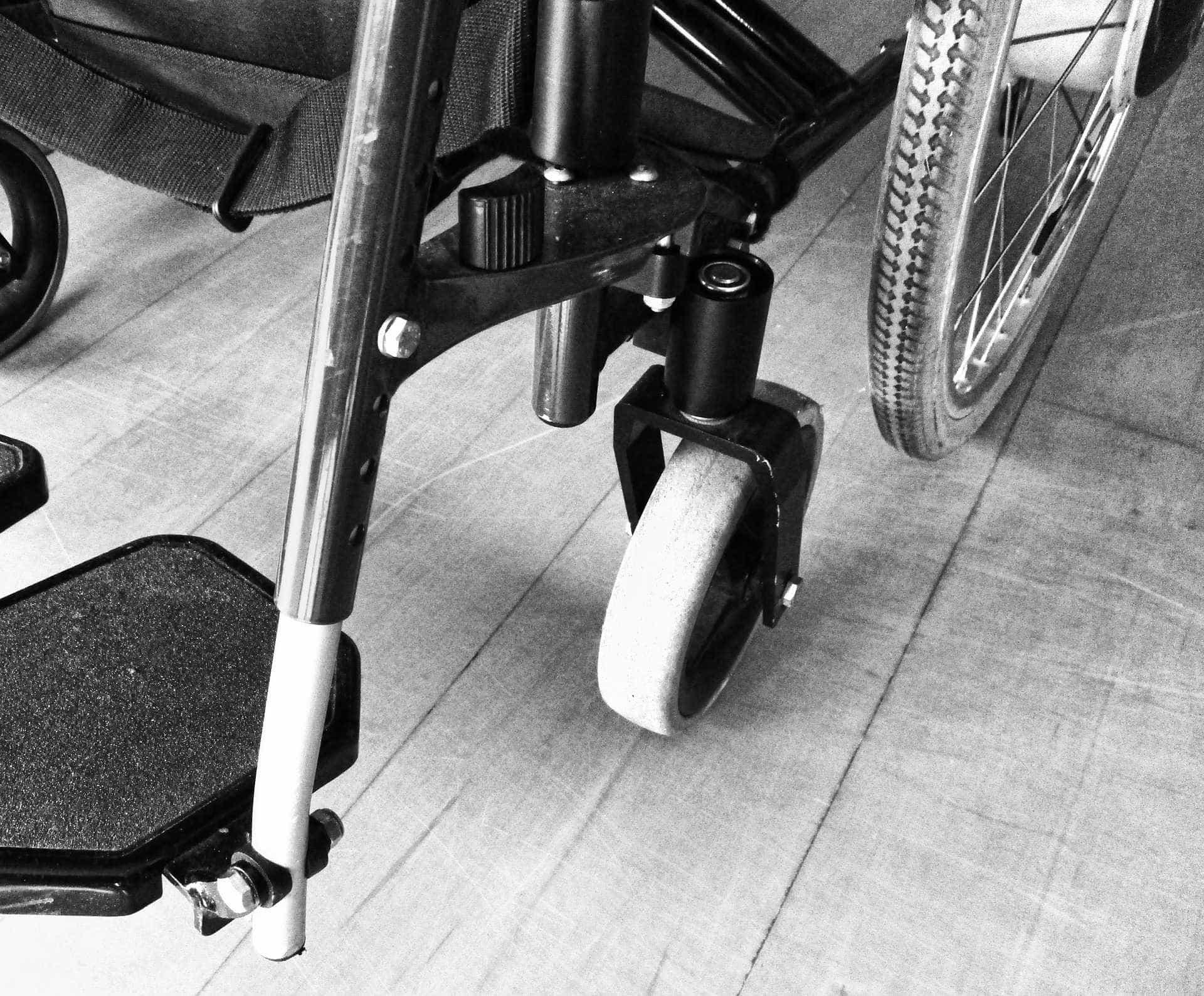 Marido bate na mulher deficiente física e foge: 'Me agride há dez anos'