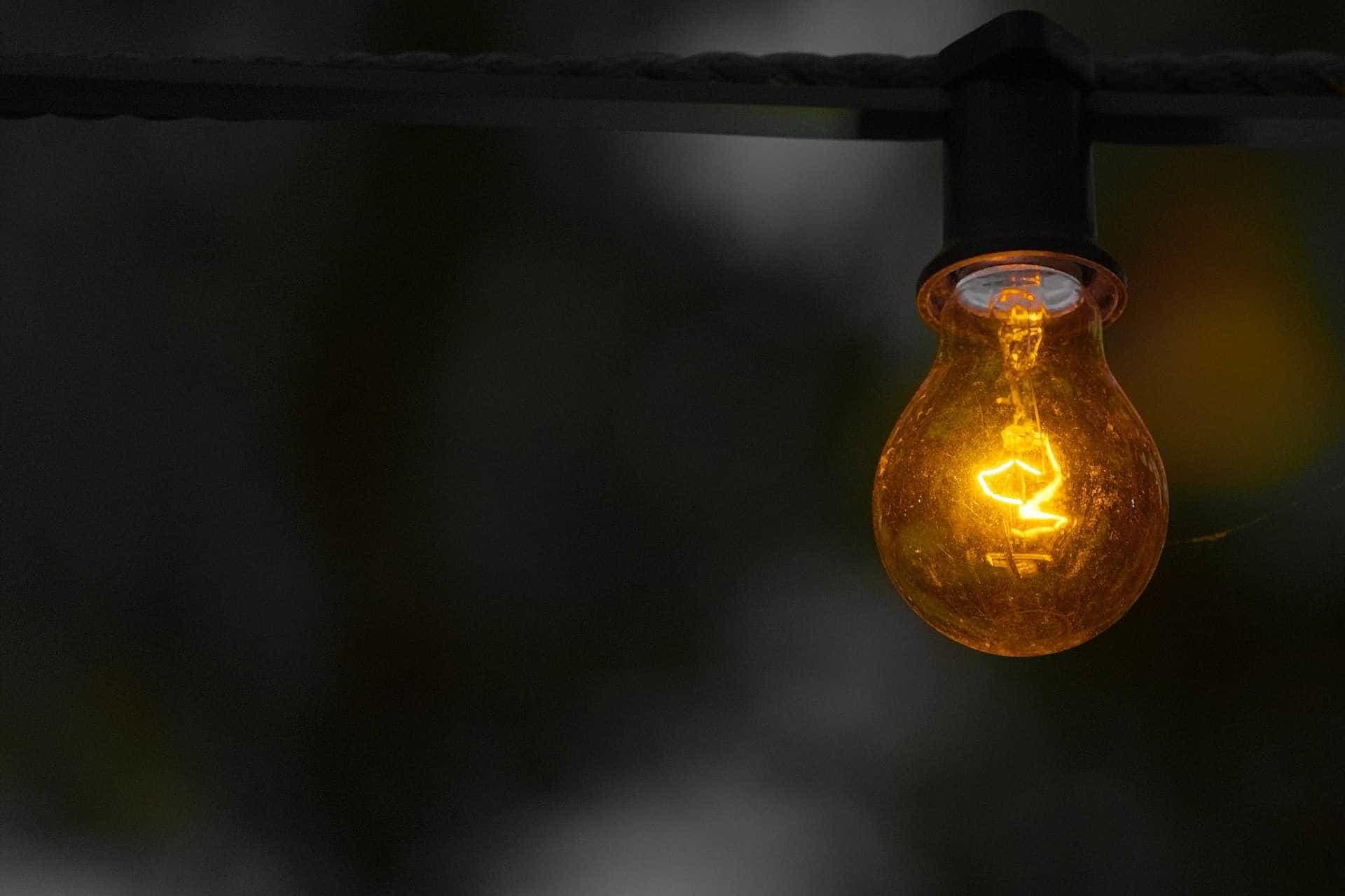 Conta de luz deve continuar com bandeira vermelha até o fim do ano