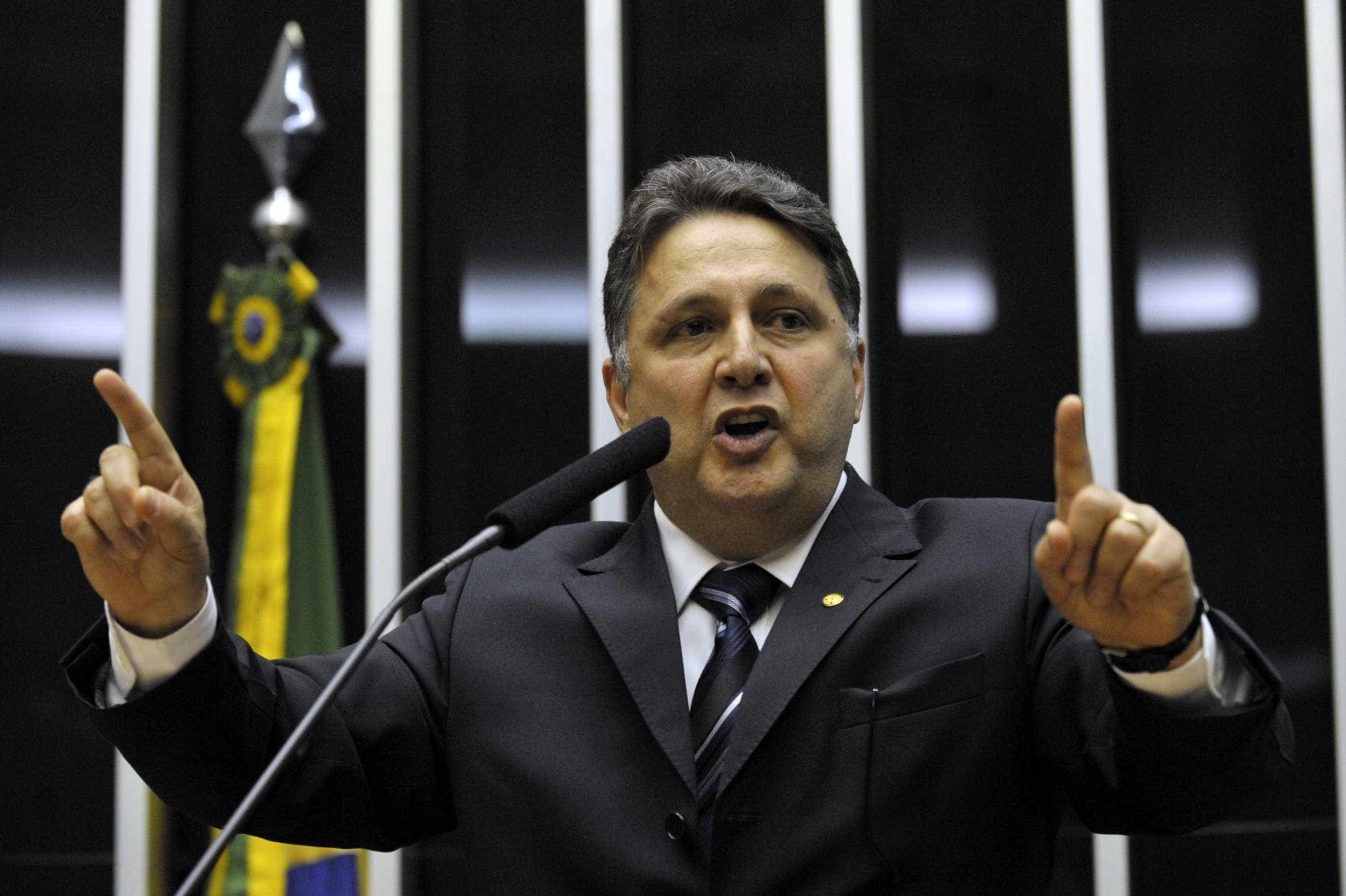 Garotinho é condenado a perda de direitos políticos por oito anos
