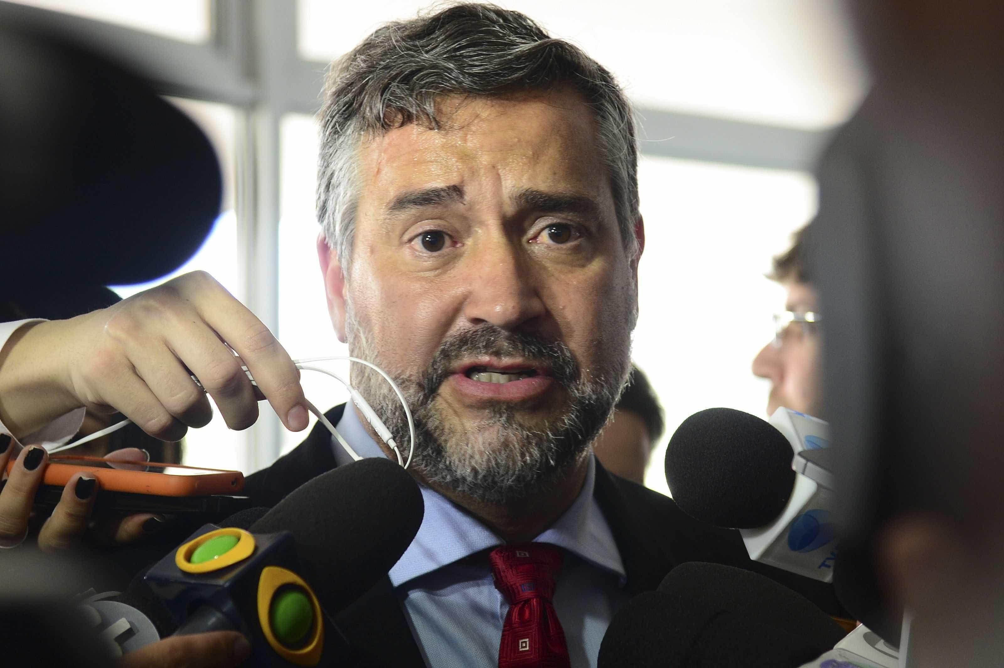 PT diz que irá ao STF contra decreto que facilita posse de armas