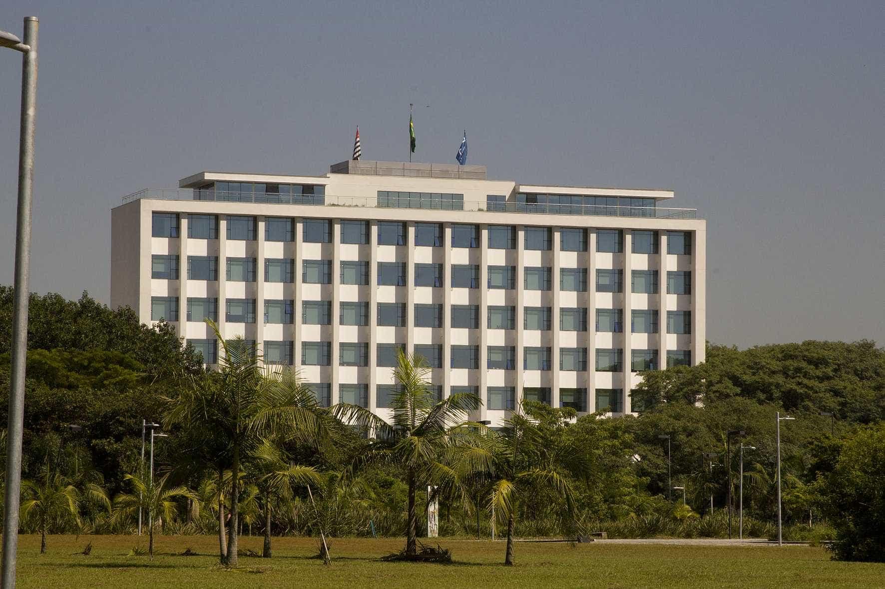USP volta atrás e confirma matrícula de alunos de colégios militares