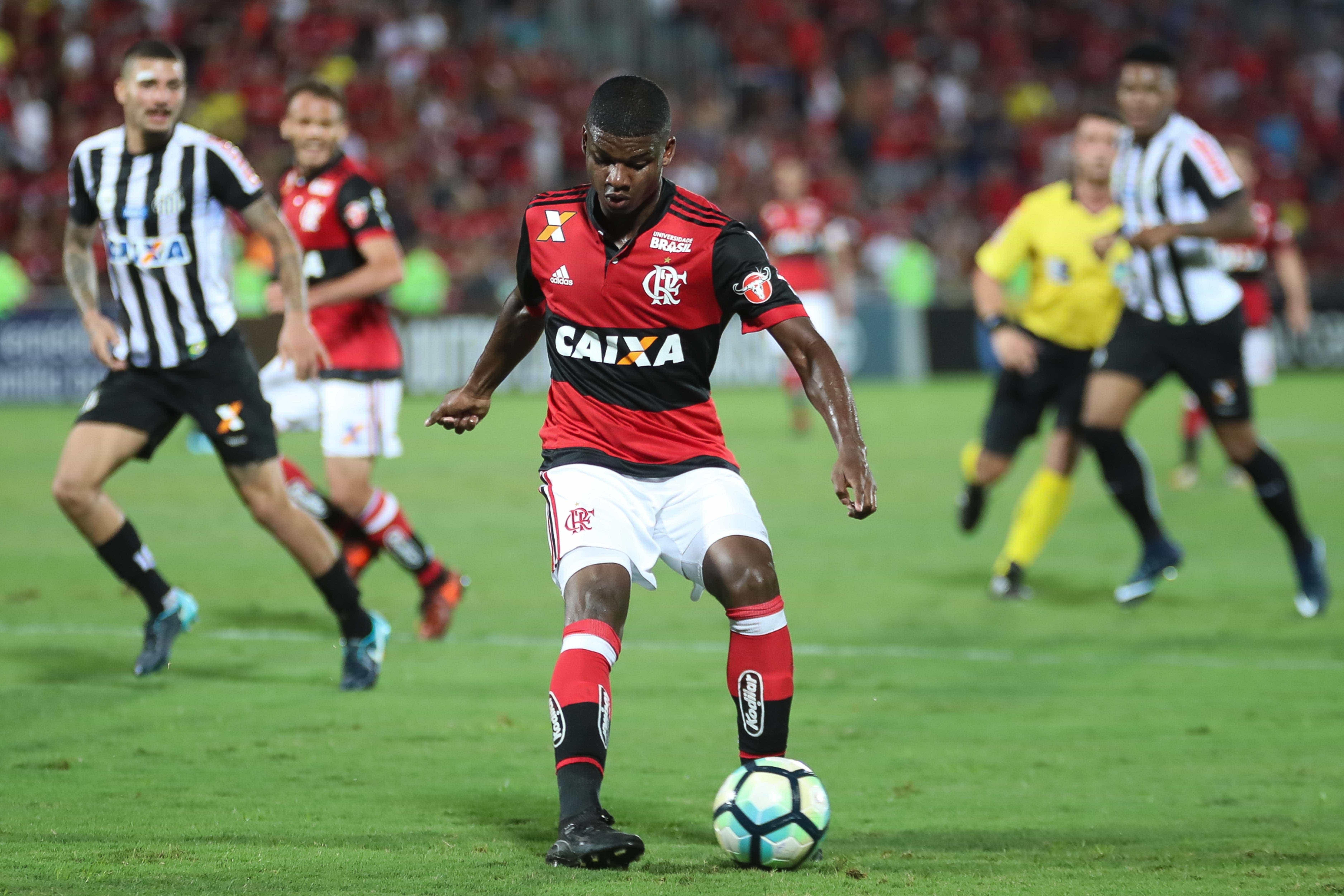 Joia do Flamengo de 17 anos entra na mira de gigantes da Itália