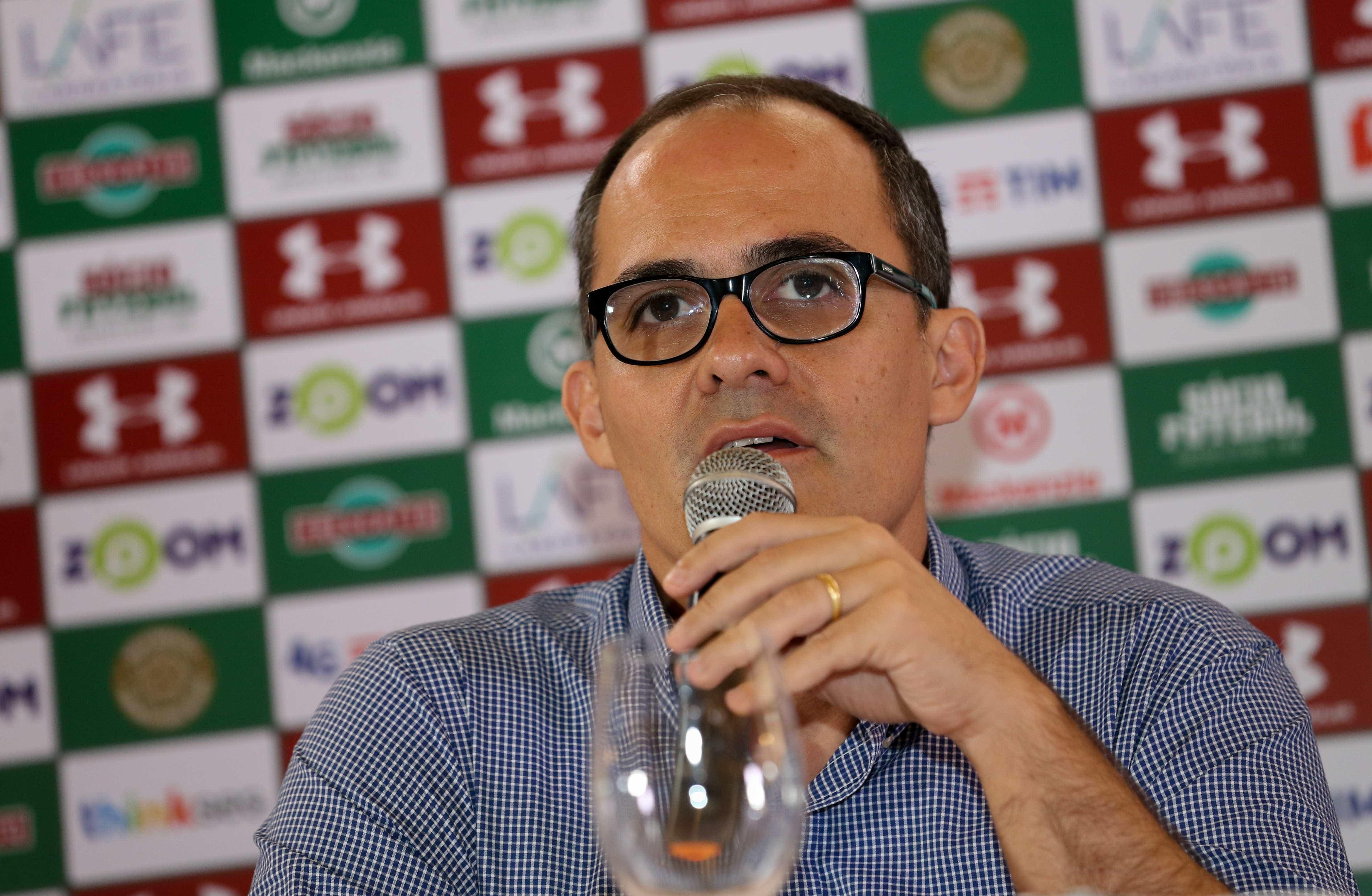 Pressionado, presidente do Fluminense avalia renunciar ao cargo