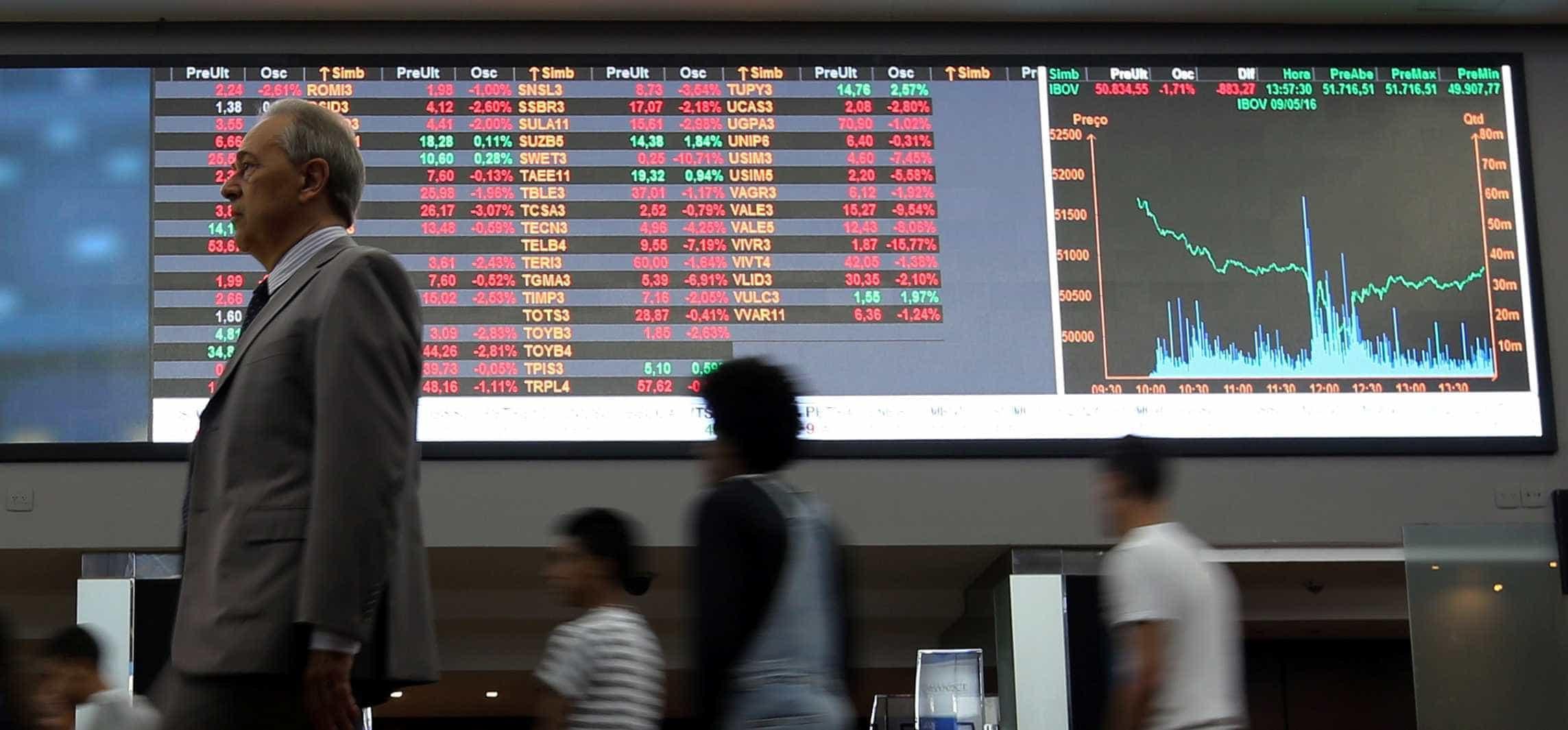 Bolsa sobe 3,3% em ajuste pós-Carnaval; dólar cai para R$ 3,22