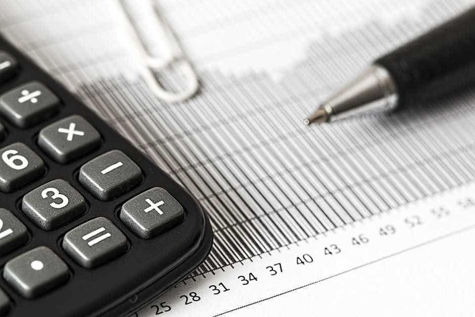 Analistas reduzem previsão de déficit primário para R$ 139,132 bi