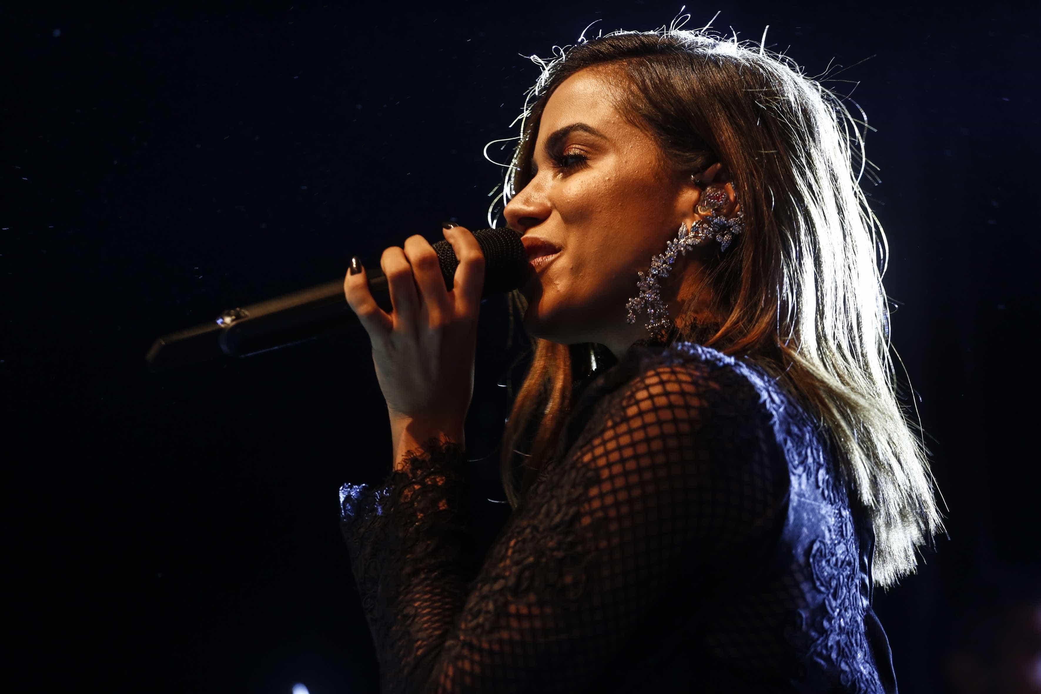 Anitta fala do desejo de que novo videoclipe seja o hit oficial da Copa