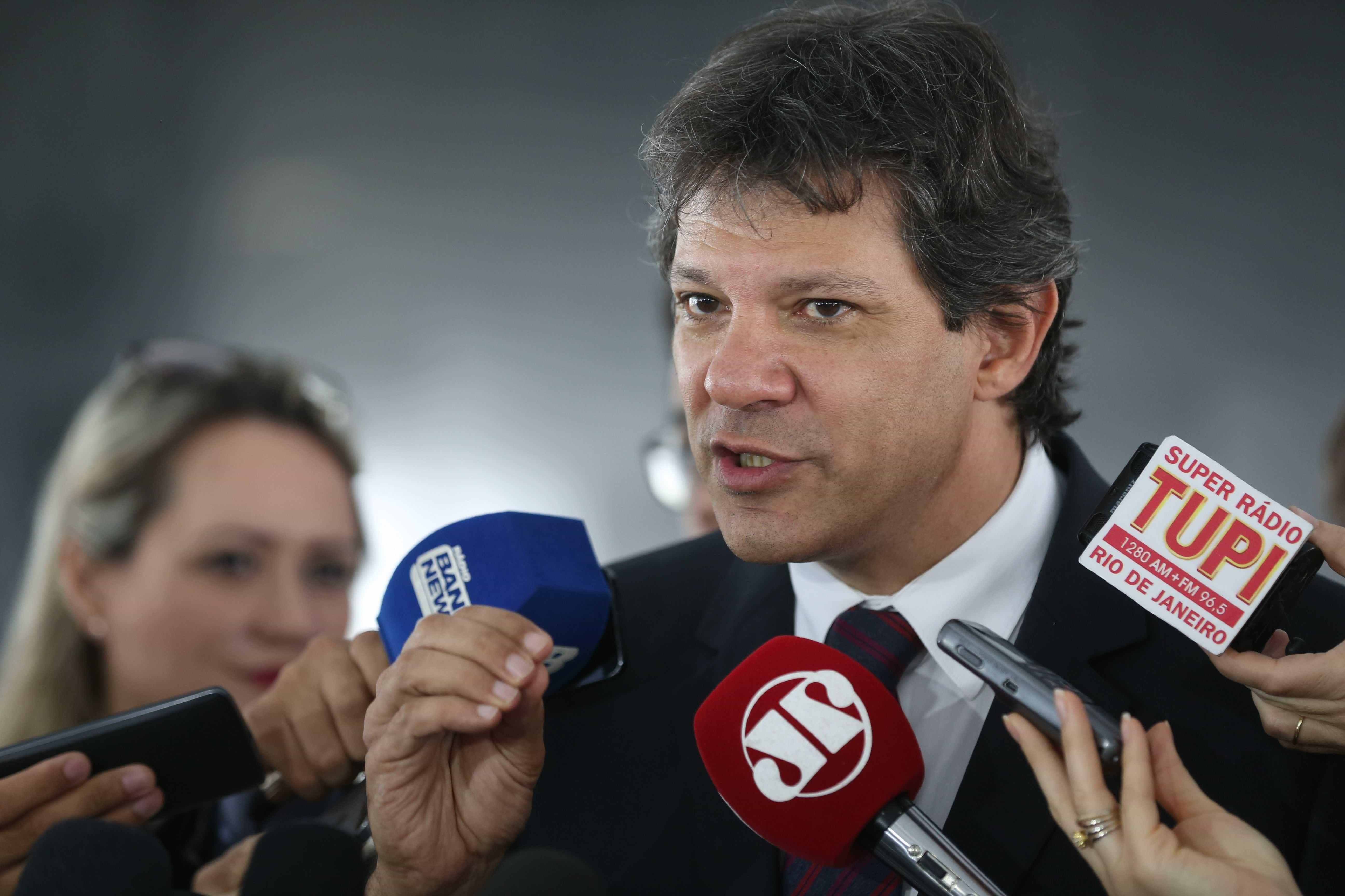 Haddad questiona patrimônio imobiliário de R$15 mi da família Bolsonaro