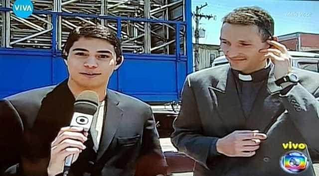 Padre Fábio fica 'chocado' com foto de Evaristo e Padre Marcelo