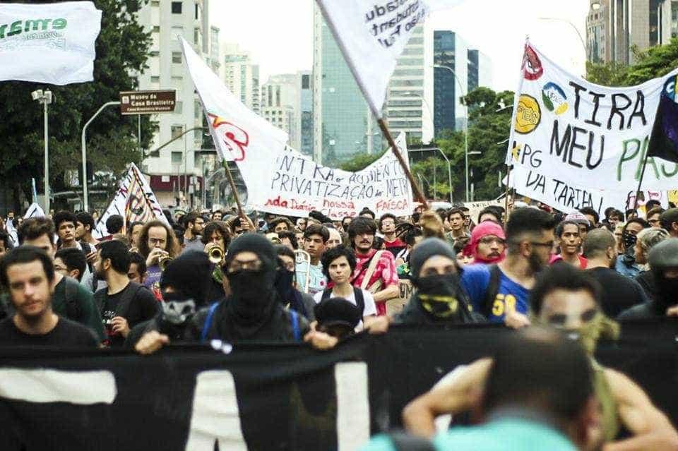Ato contra aumento dos transportes em SP termina em conflito