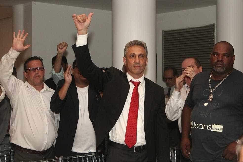 Campello deixa chapa e se elege presidente do Vasco com apoio de Eurico