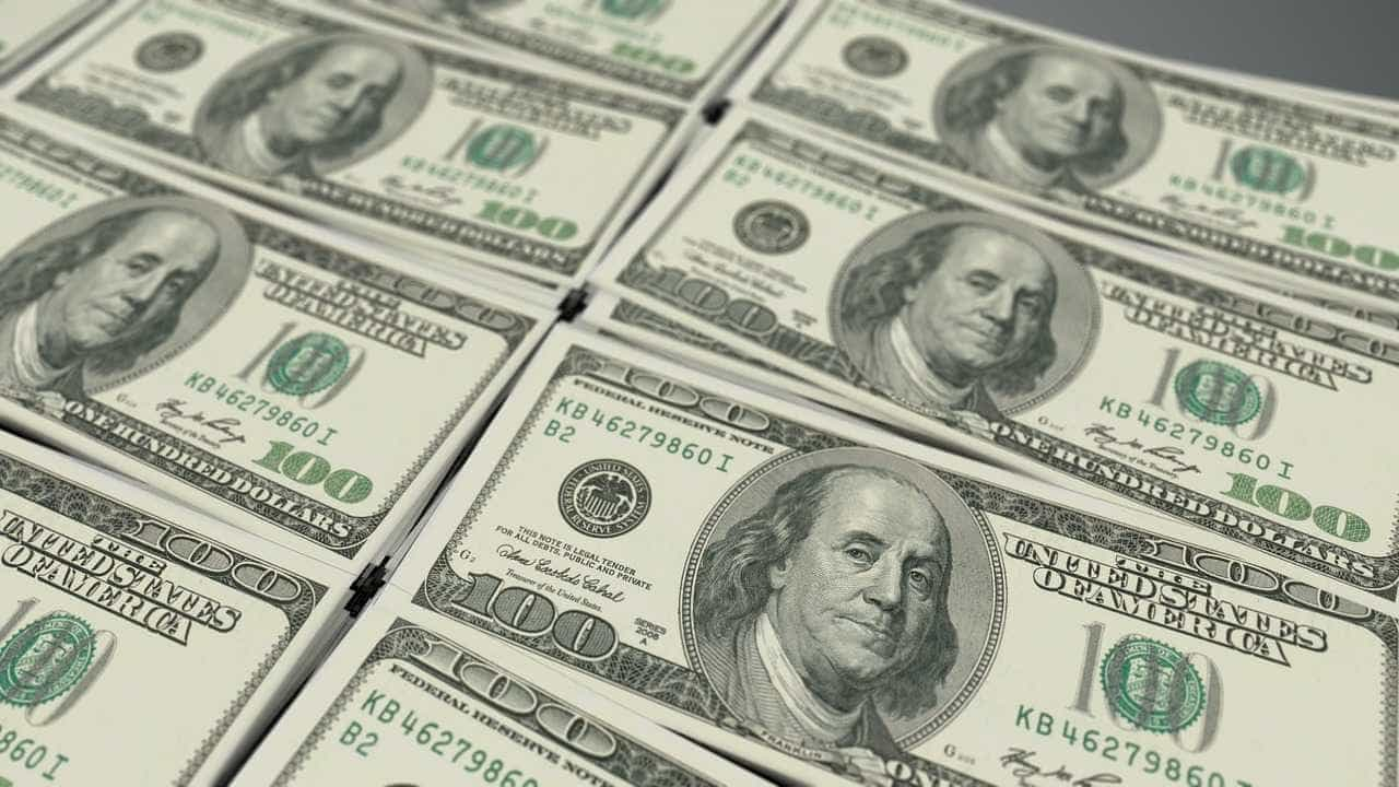 Dólar fecha acima de R$ 3,30 em novo dia de turbulências no mercado