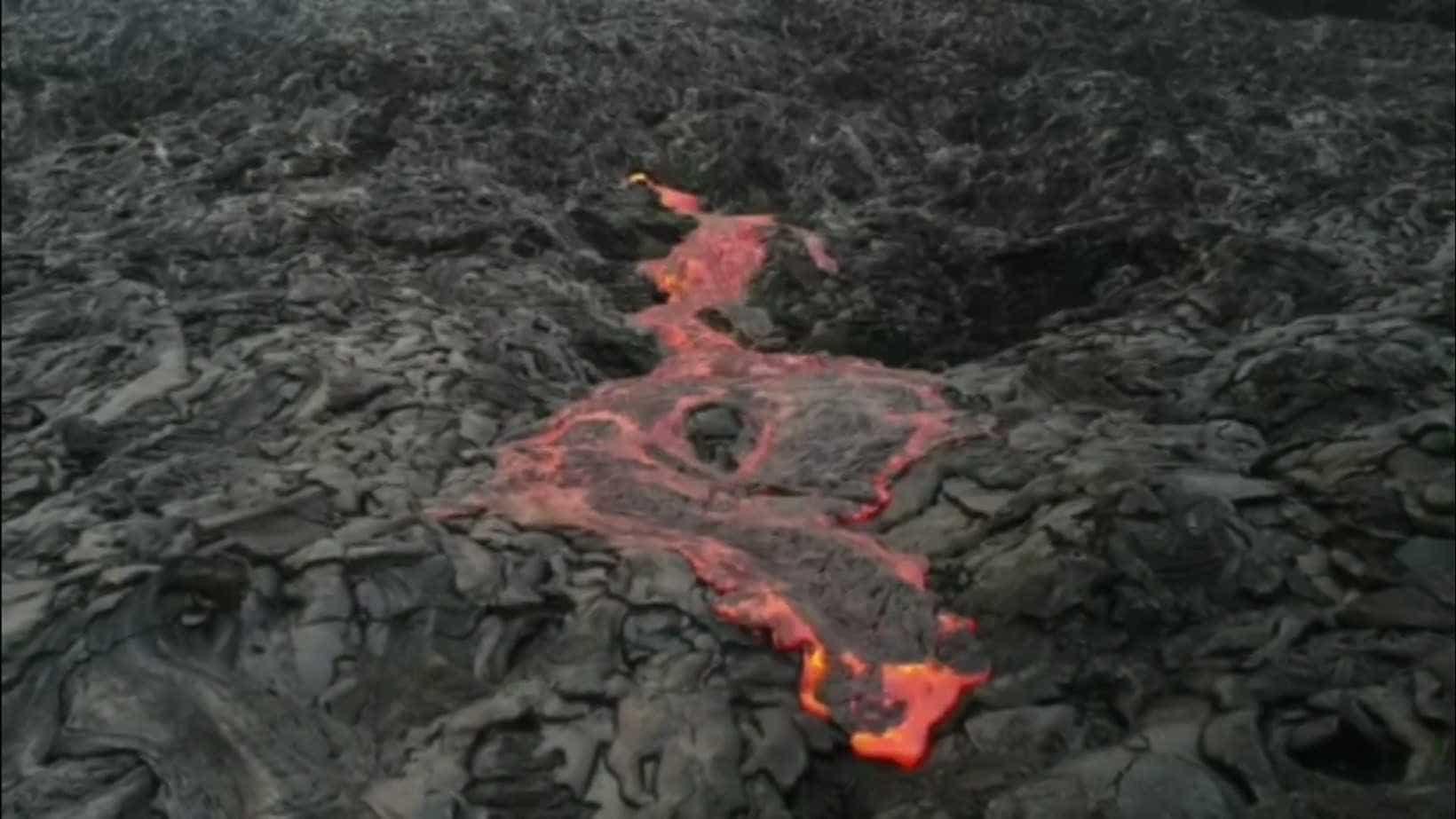 Homem tem perna desfeita com respingo de lava do vulcão no Havaí