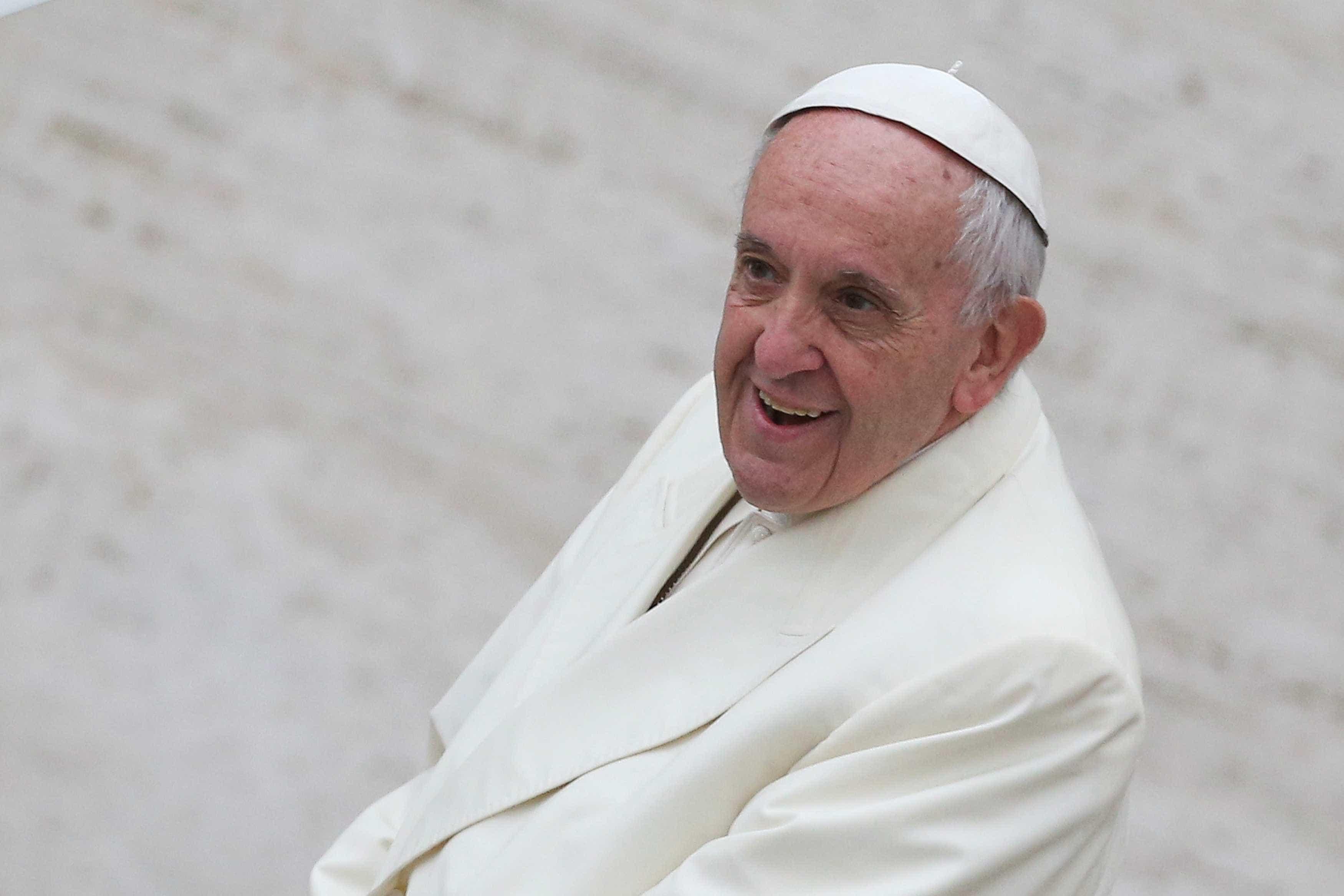 'Deus o fez assim', diz papa a homem gay vítima de abuso no Chile