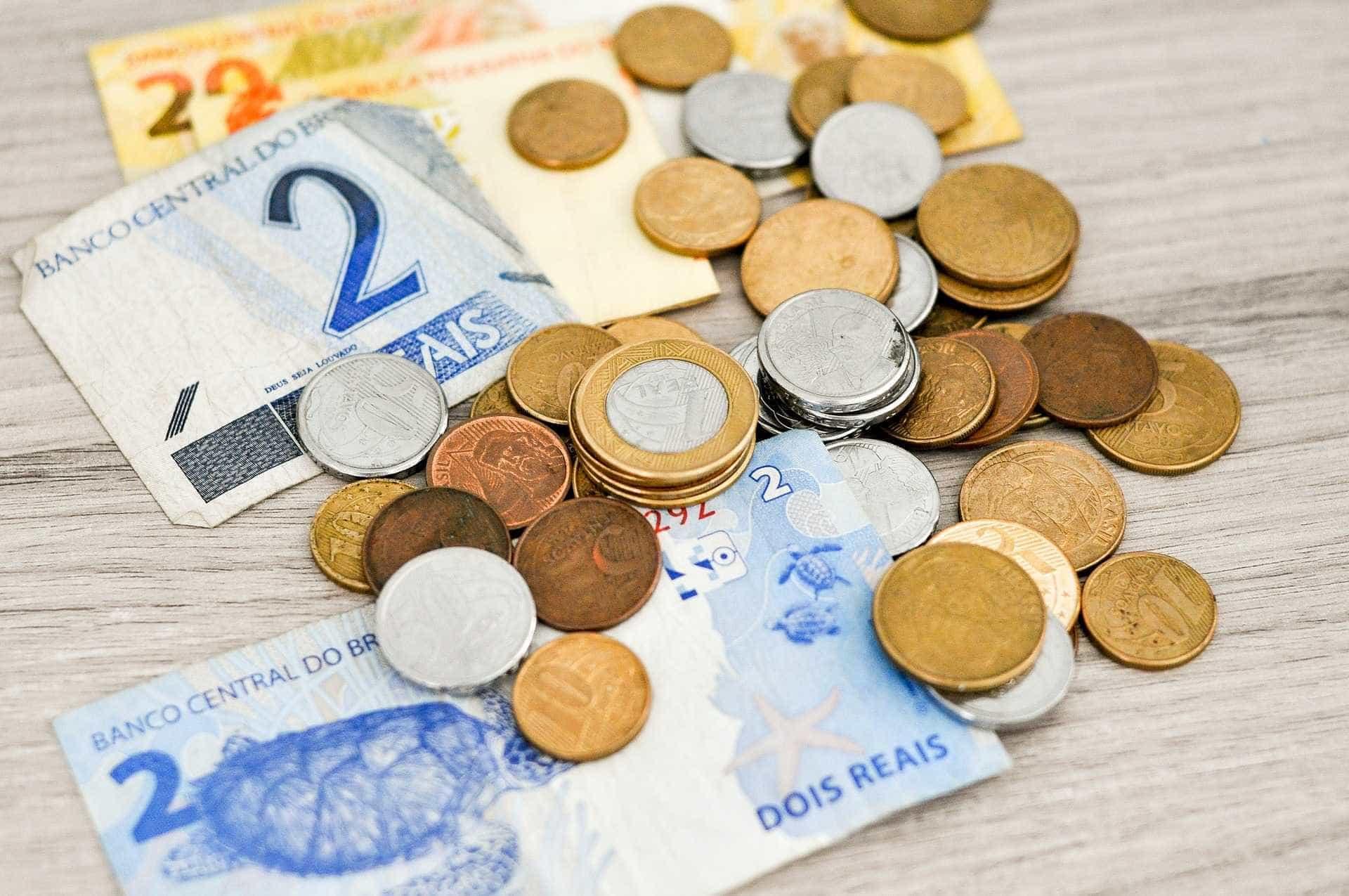 Diferença salarial por anos de estudo aumenta com a crise