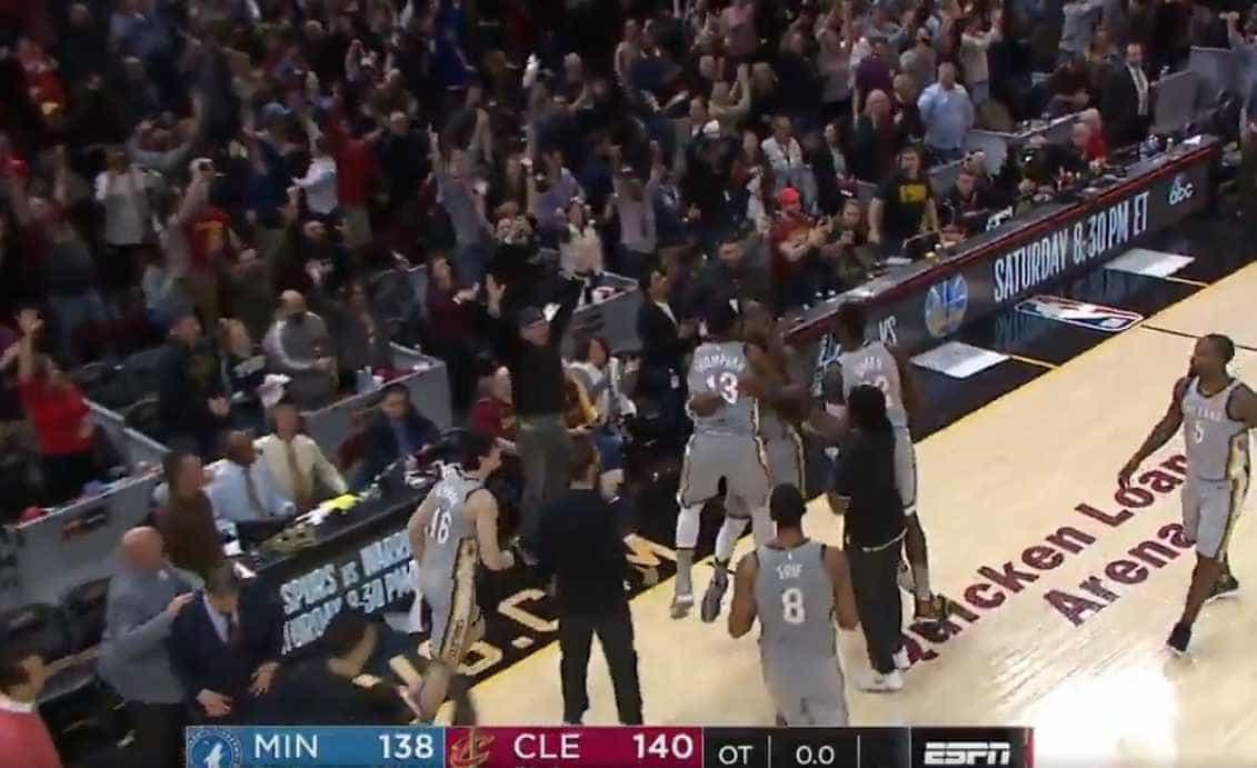 LeBron James marca no último segundo e garante vitória do Cleveland